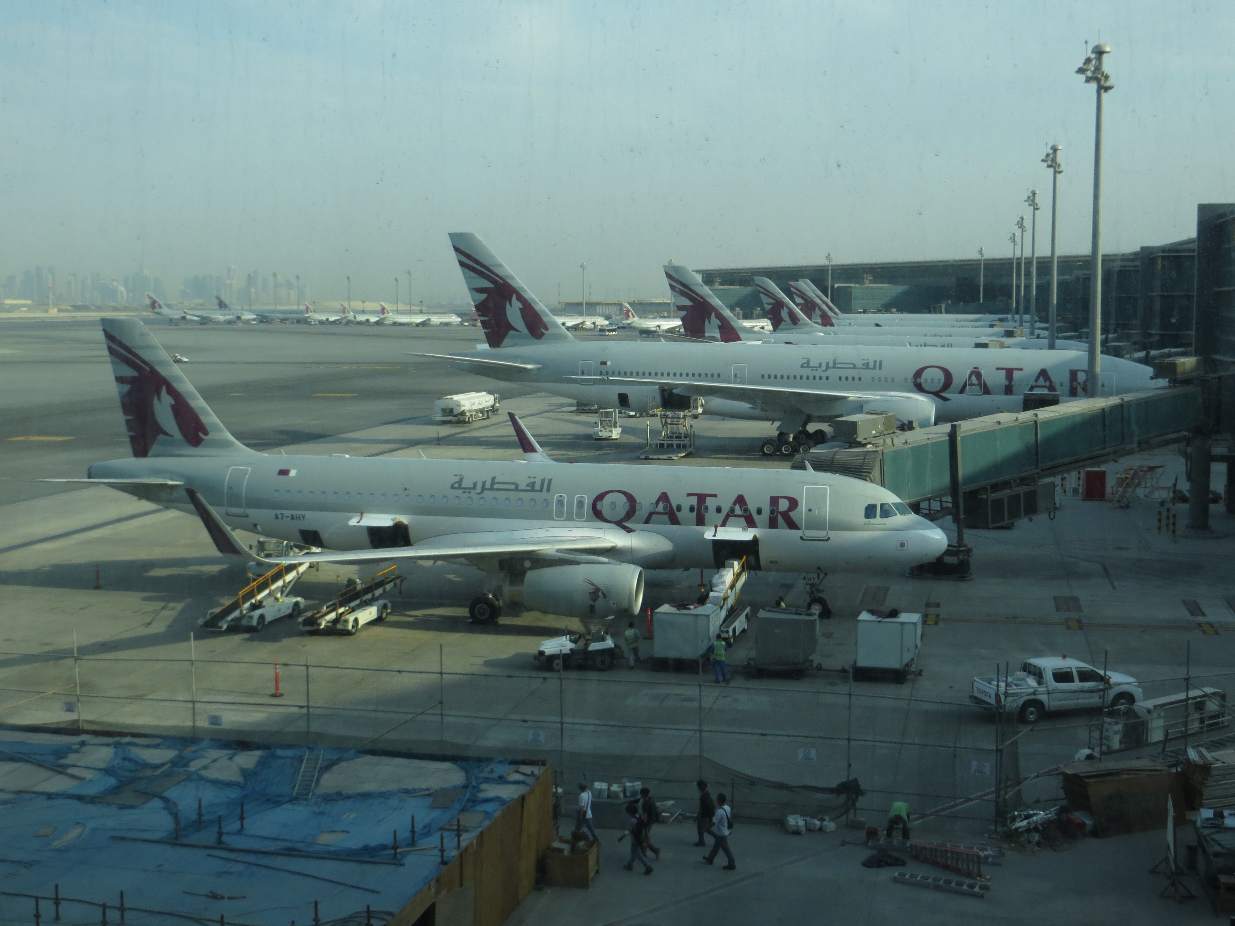 Aeroporto Hamad : File qr aircraft at hamad airport g wikimedia