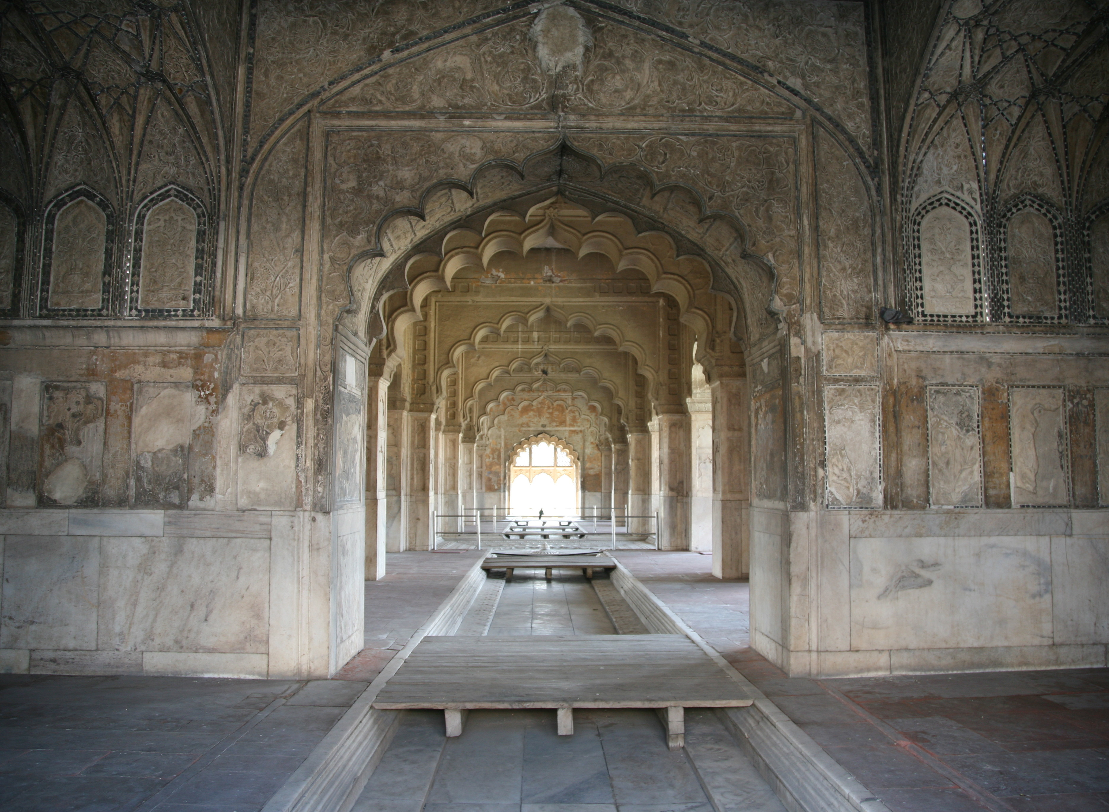 http://upload.wikimedia.org/wikipedia/commons/d/dd/RedFortDelhi-Rang-Mahal-20080210-3.jpg