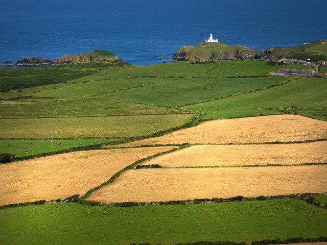 Strumble Head Lighthouse, from Garn Fawr - geograph.org.uk - 537865