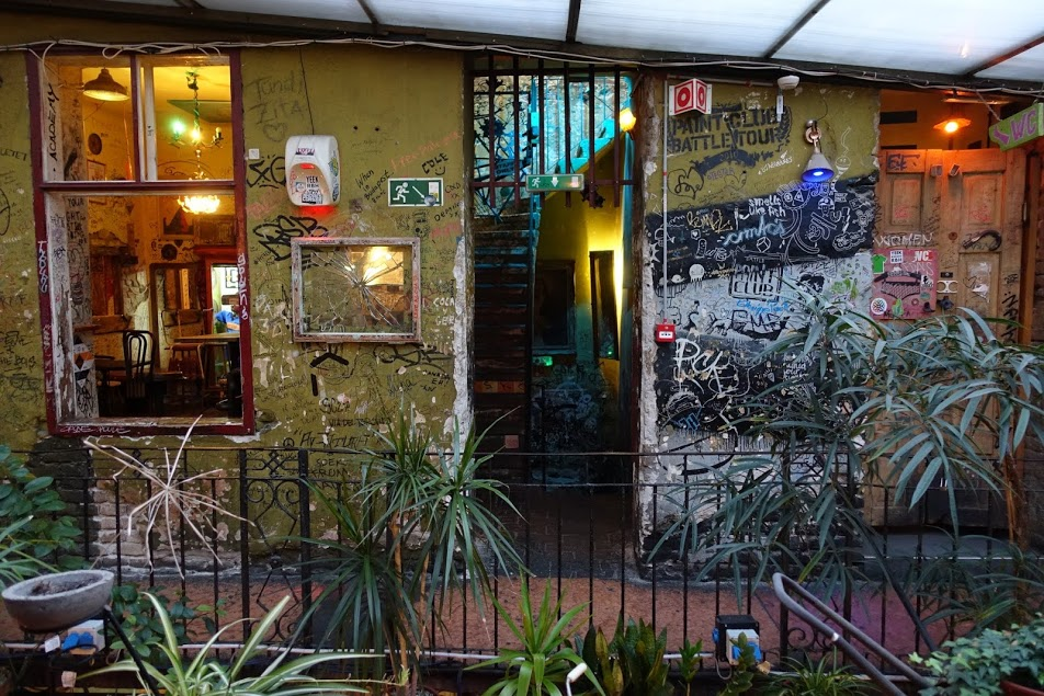 Ruin bar Szimpla Kert à Budapest - Photo de Thaler Tamas