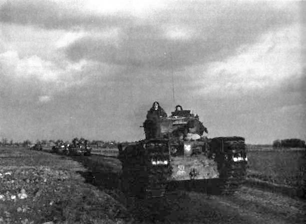 Churchills advancing towards Geilenkirchen