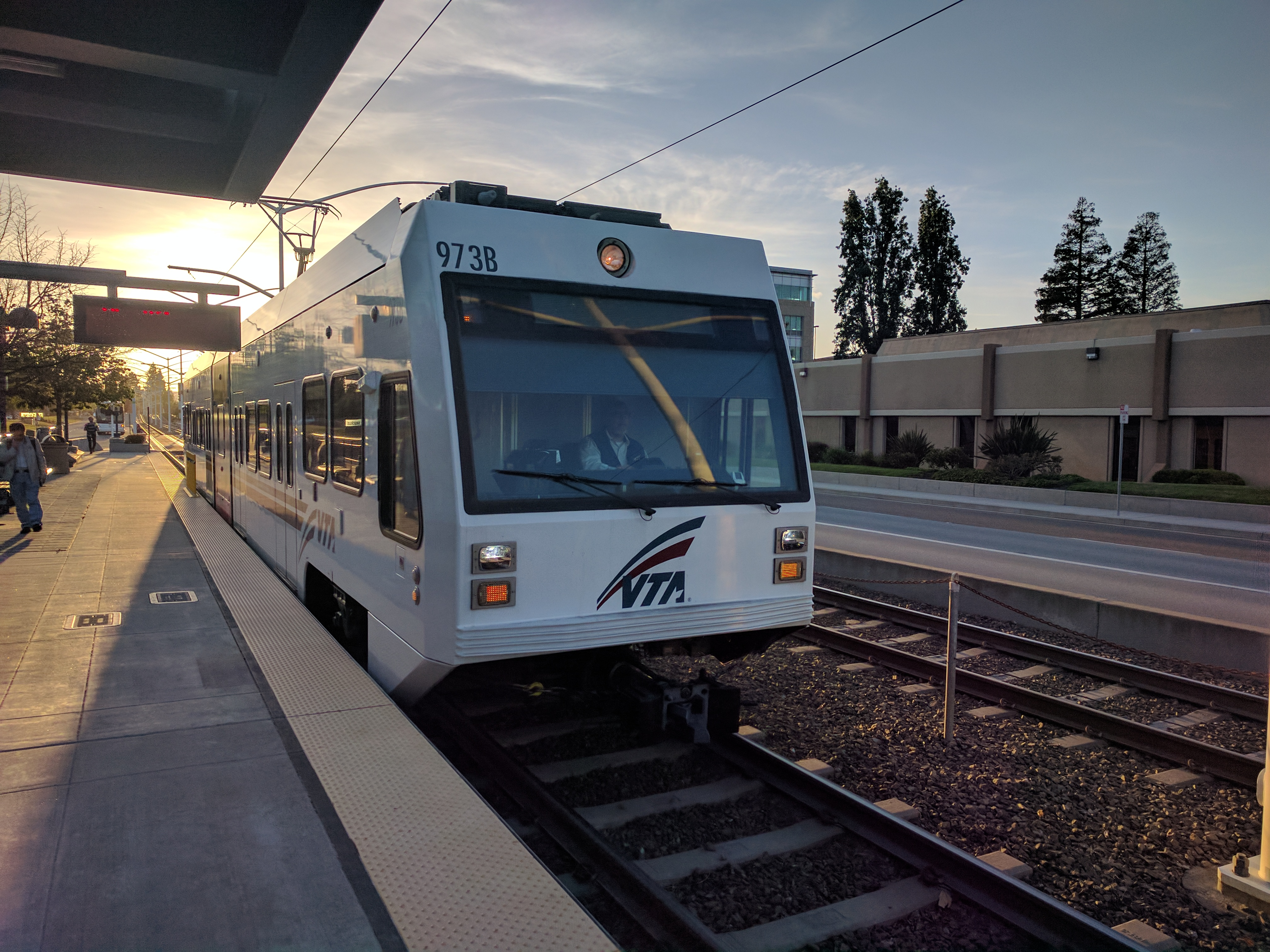 Exceptional File:VTA Light Rail Pulling Into Borregas Station At Sunset Photo Gallery