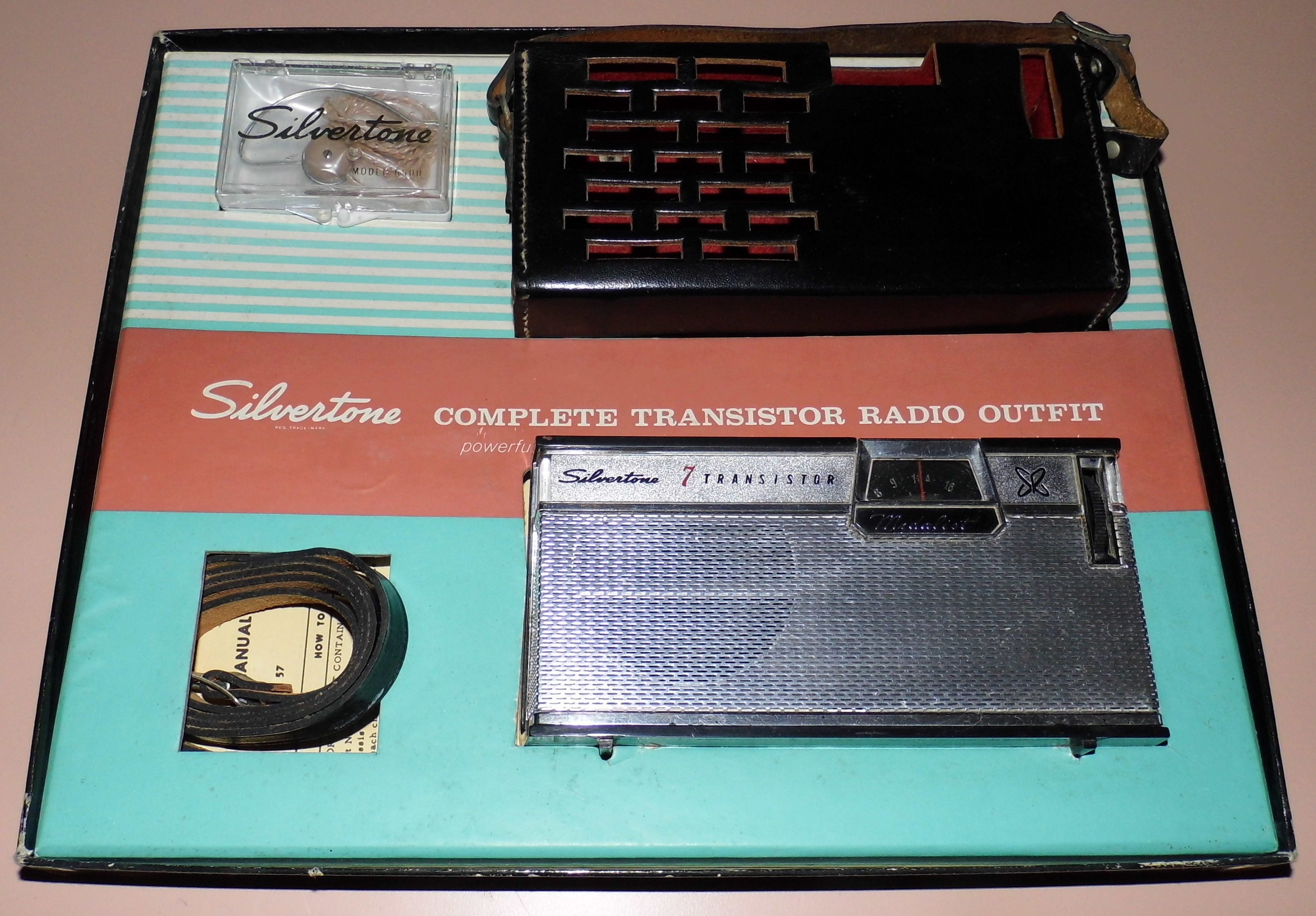 Filevintage Silvertone Medalist 7 Transistor Radio Model 1208 Am One Band Made