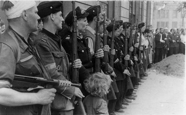 l'insurection de Varsovie Warsaw_Uprising_Batalion_Kiliński_(1944)
