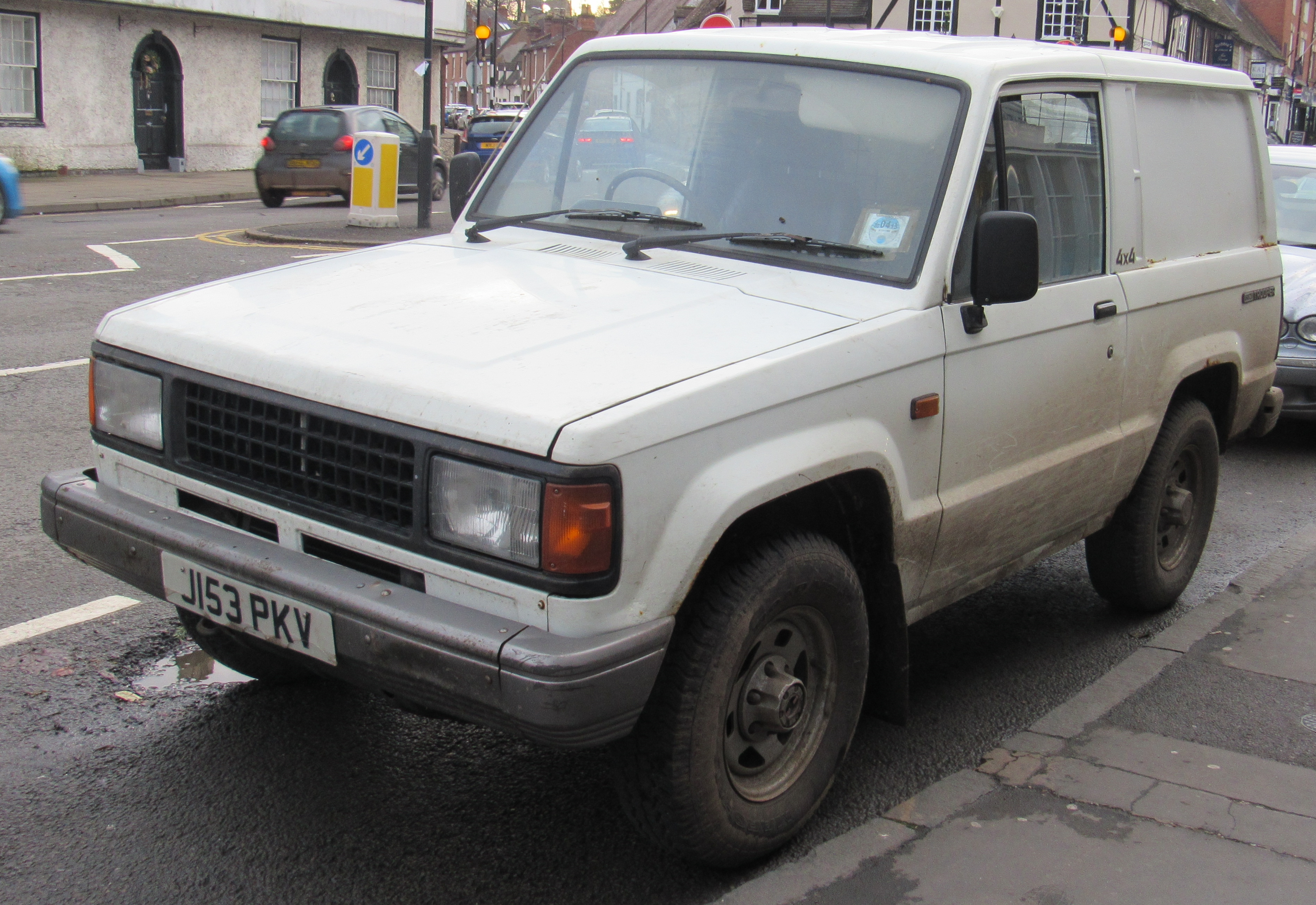 File:1991 Isuzu Trooper SWB Turbo Diesel 2.8 Front