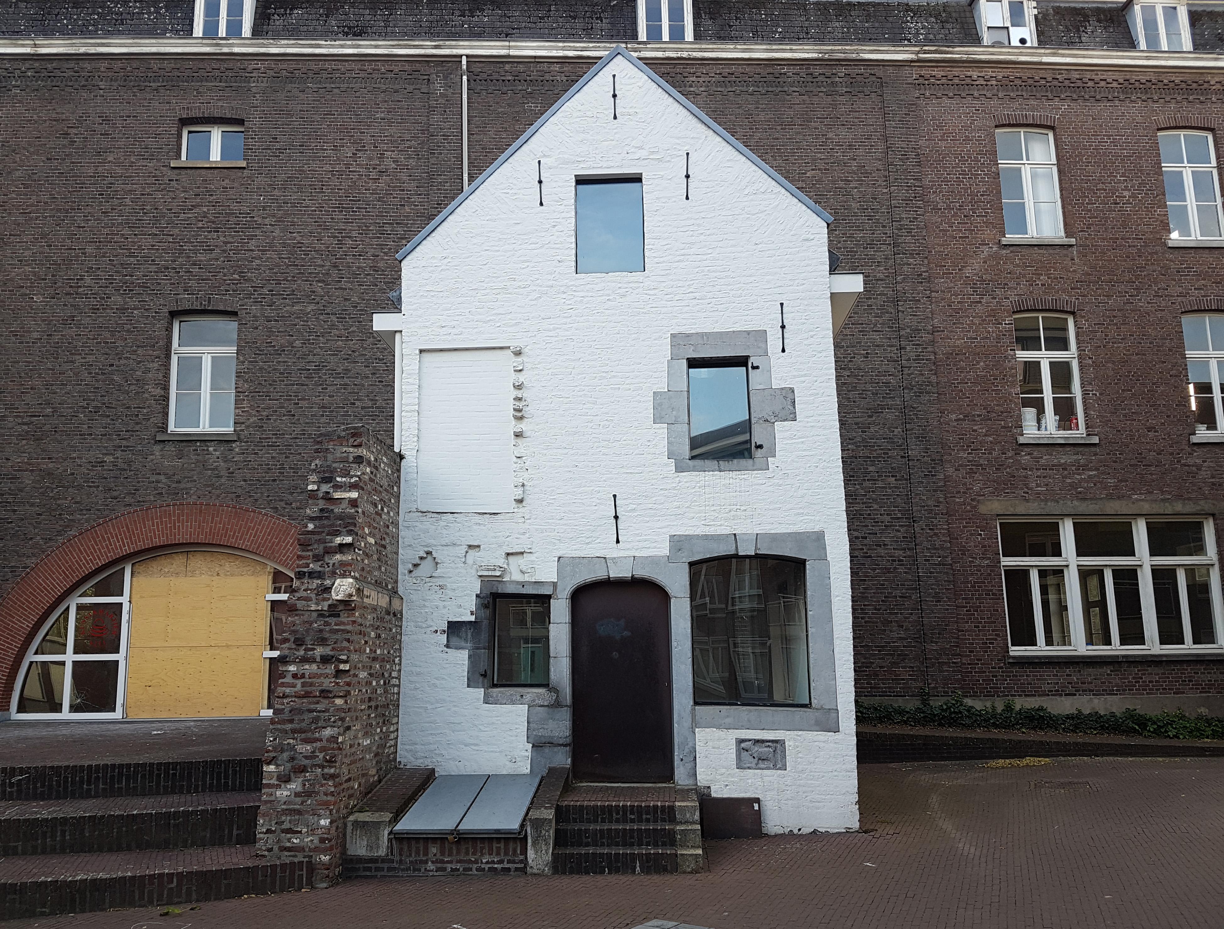 File 2017 maastricht misericordeplein huis in de tuin 1 for Huis in de tuin