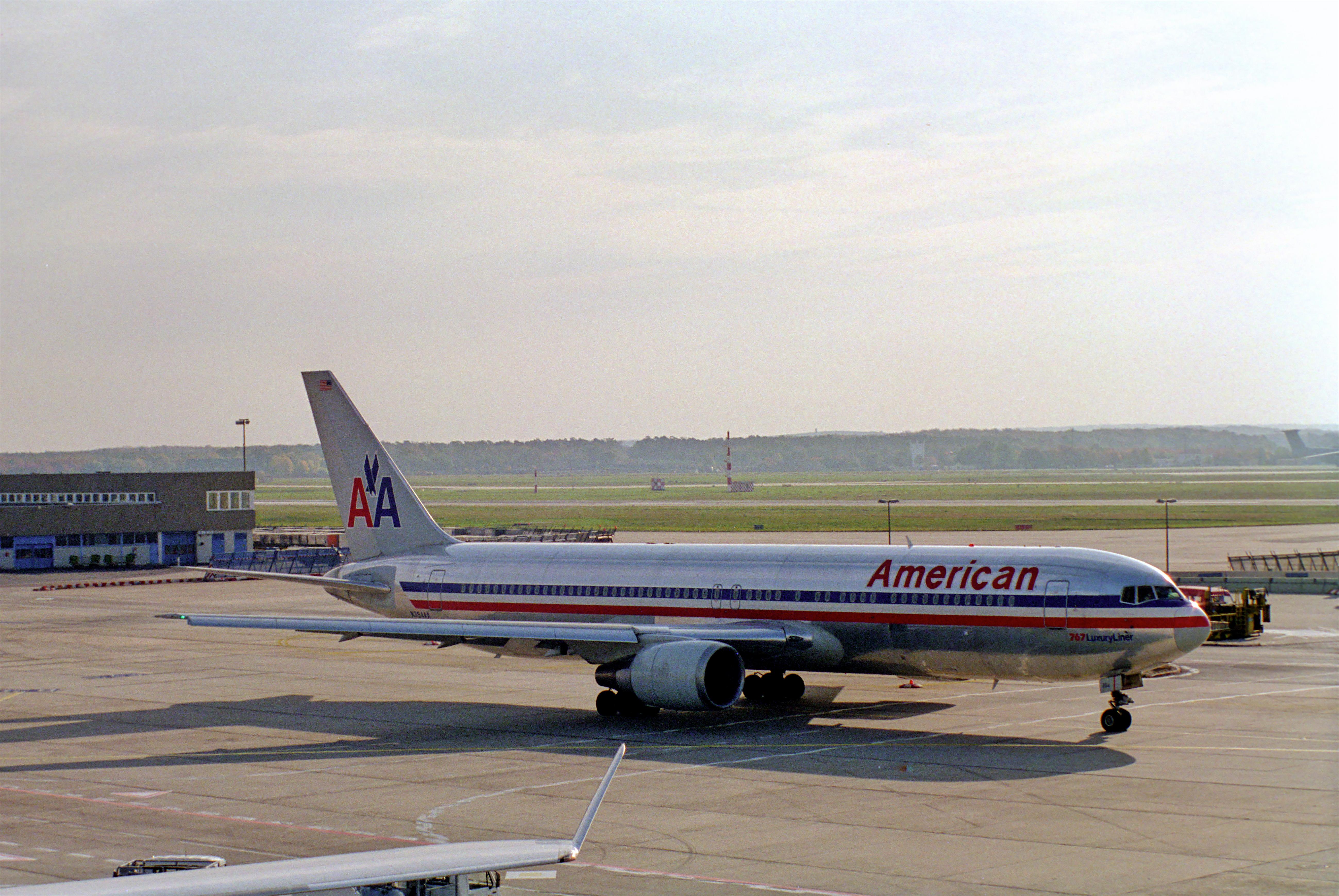 File:American Airlines Boeing 767-300; N354AA@FRA;19.10 ...