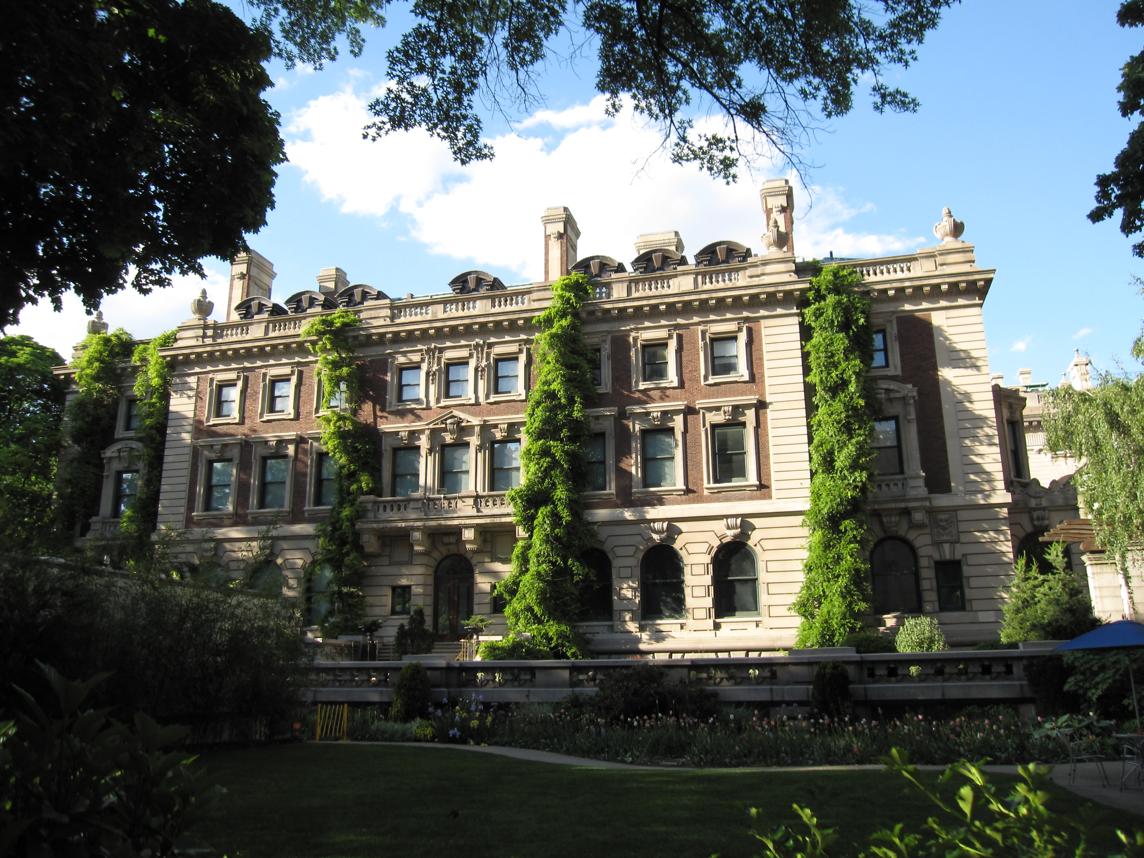 Andrew Carnegie Mansion - Wikipedia
