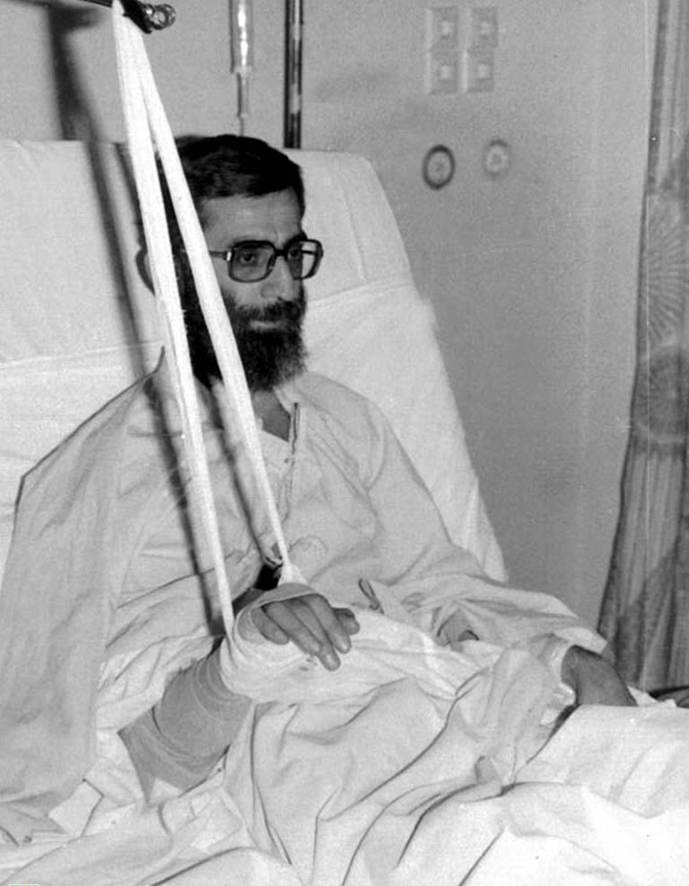 Ayatolla_Ali_Khamenei_in_Hospital_after_