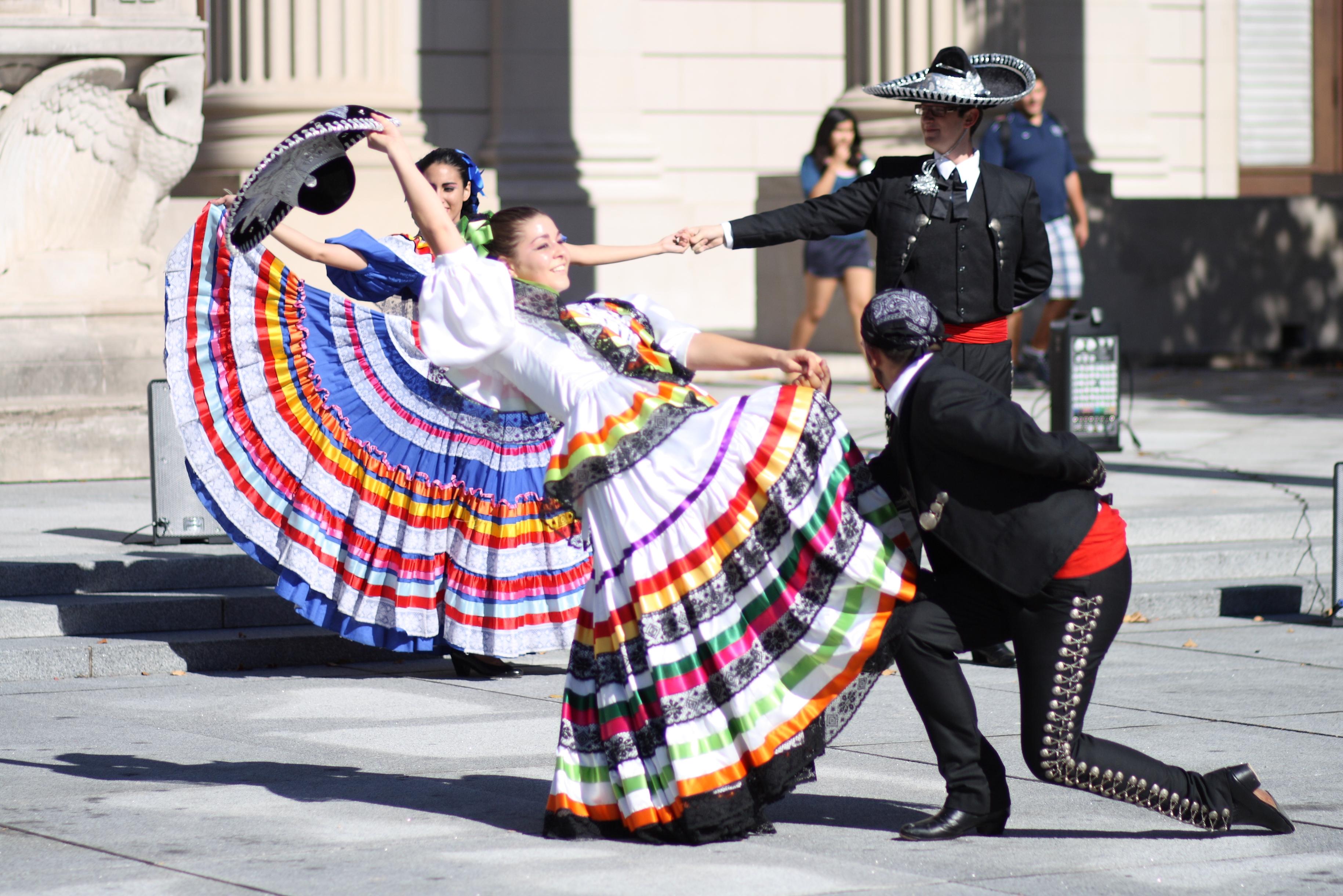 Baile Folklorico Dancer