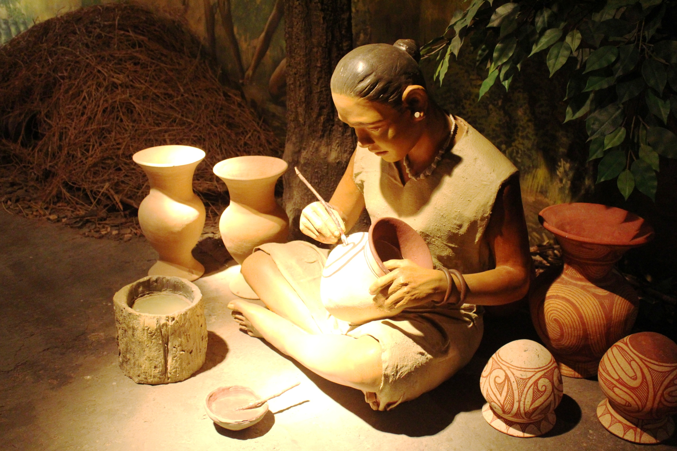 File:Ban Chiang Woman making pots.JPG - Wikimedia Commons