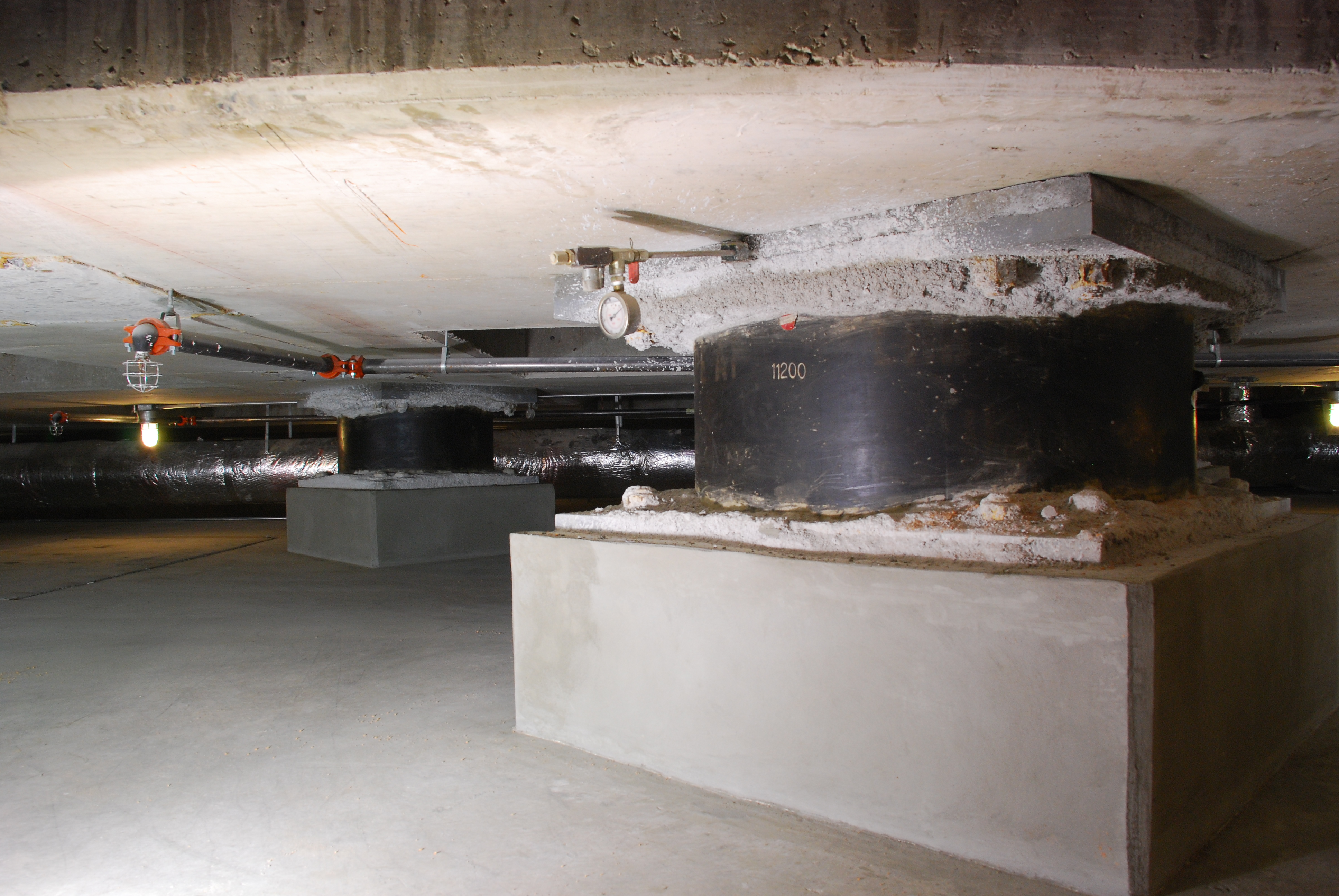 File:Base isolators under the Utah State Capitol.jpg - Wikimedia Commons