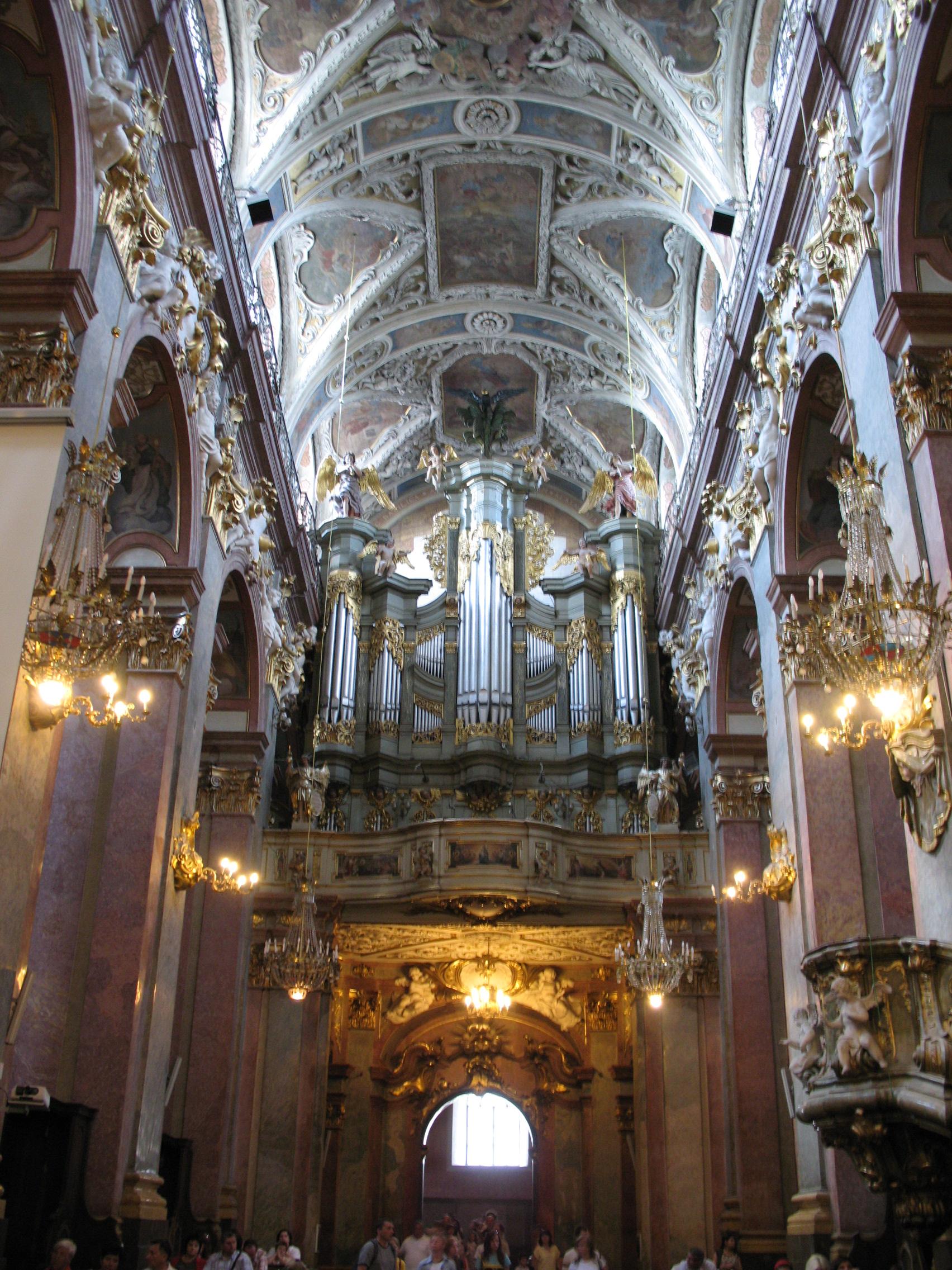 File:Basilica Jasna Góra.jpg - Wikimedia Commons
