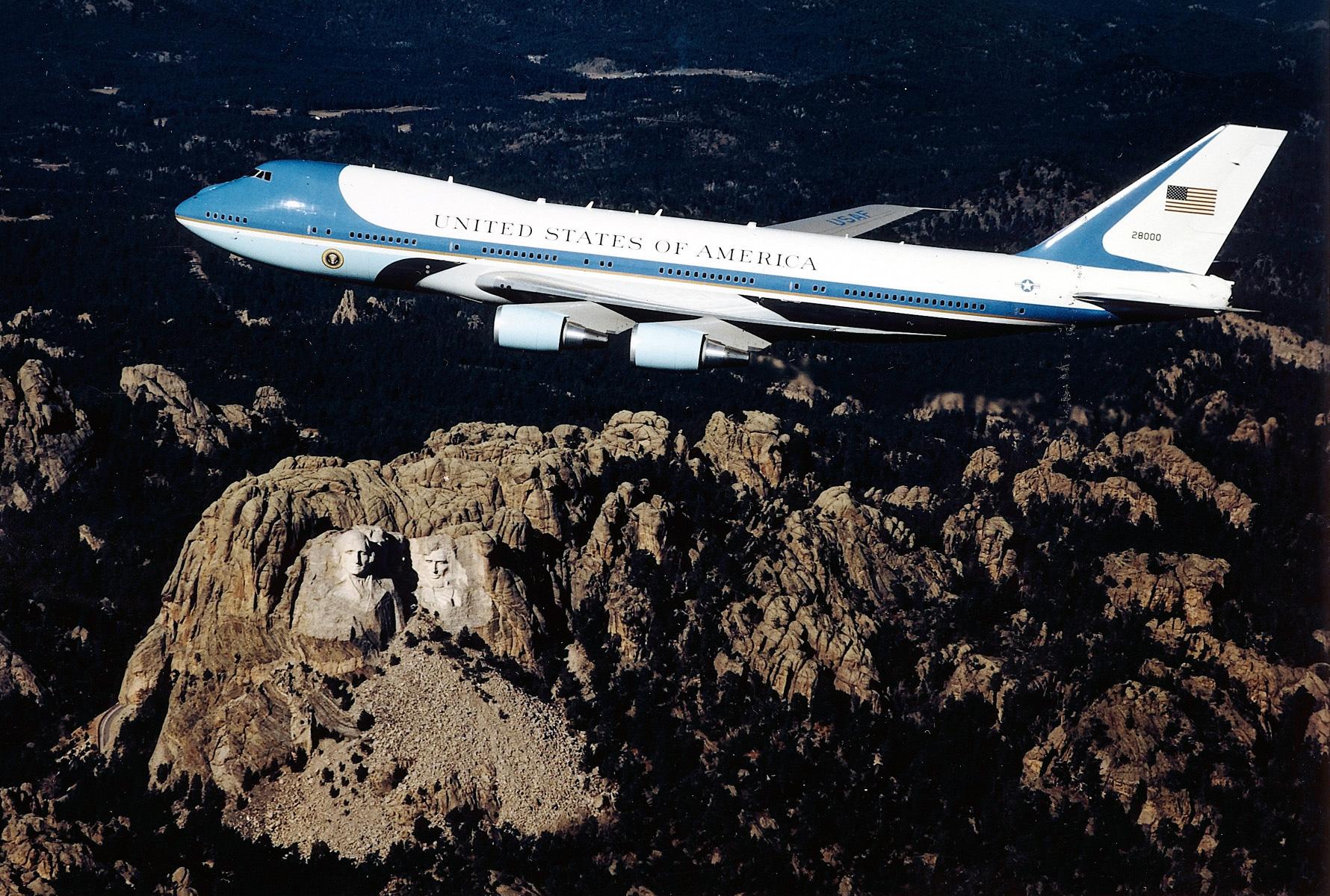 Boeing VC-25A 82-8000 USAF.jpg