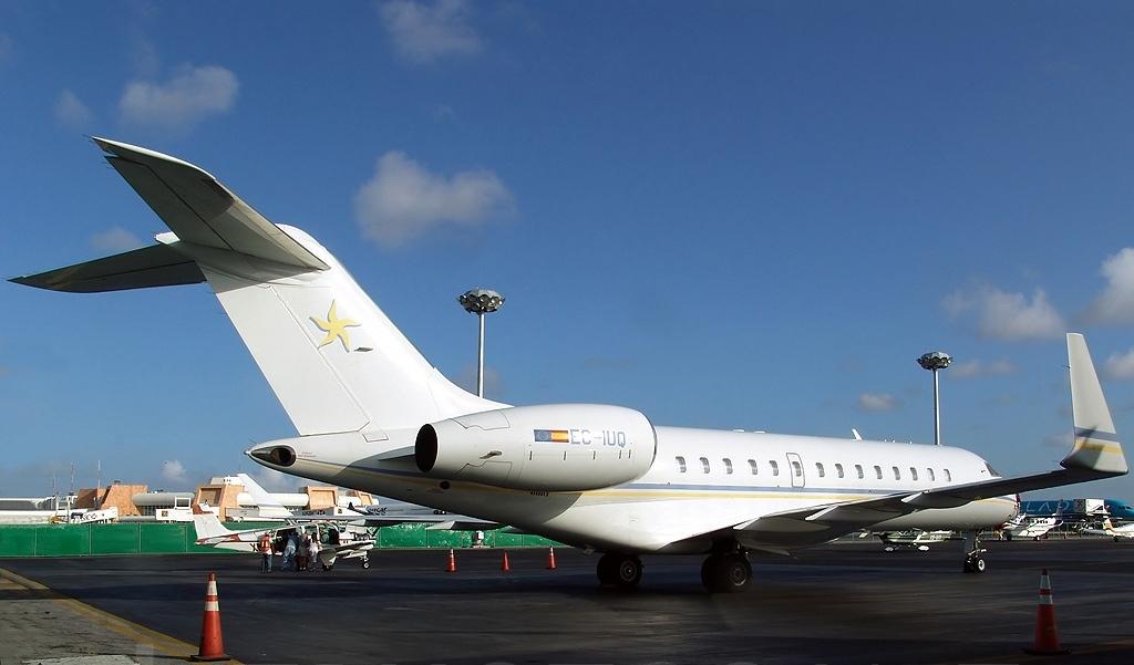 File:Bombardier BD-700-1A10 Global Express, Sky Service ...