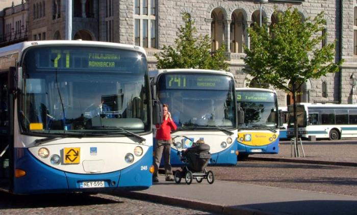 File:Buses in Helsinki centre.jpg - Wikimedia Commons