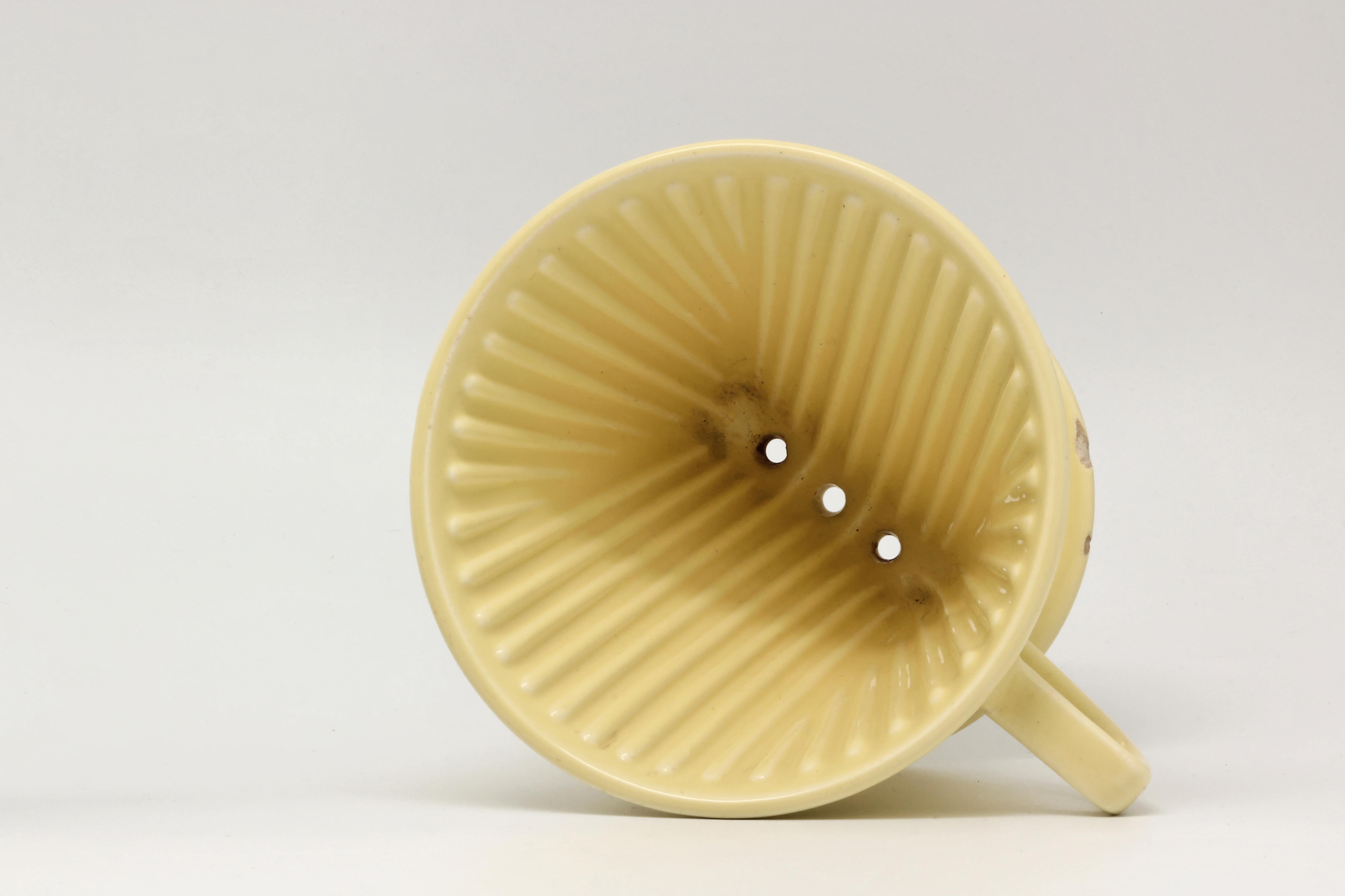 file cafeti re filtre melitta 102 en fa ence jaune 22. Black Bedroom Furniture Sets. Home Design Ideas