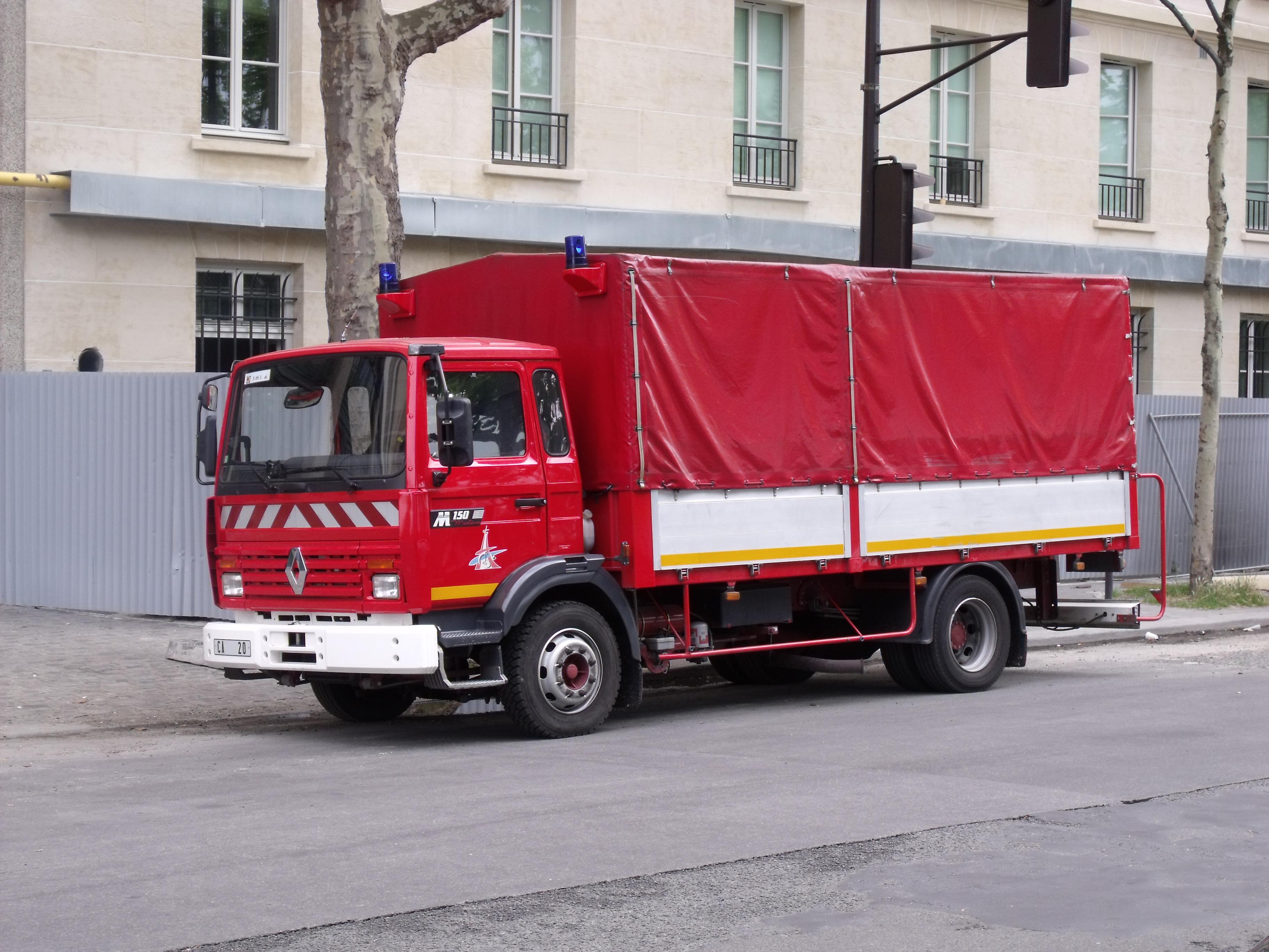 File camion renault midliner ca20 des pompiers de paris jpg wikimedia commons - Lit camion de pompier ...