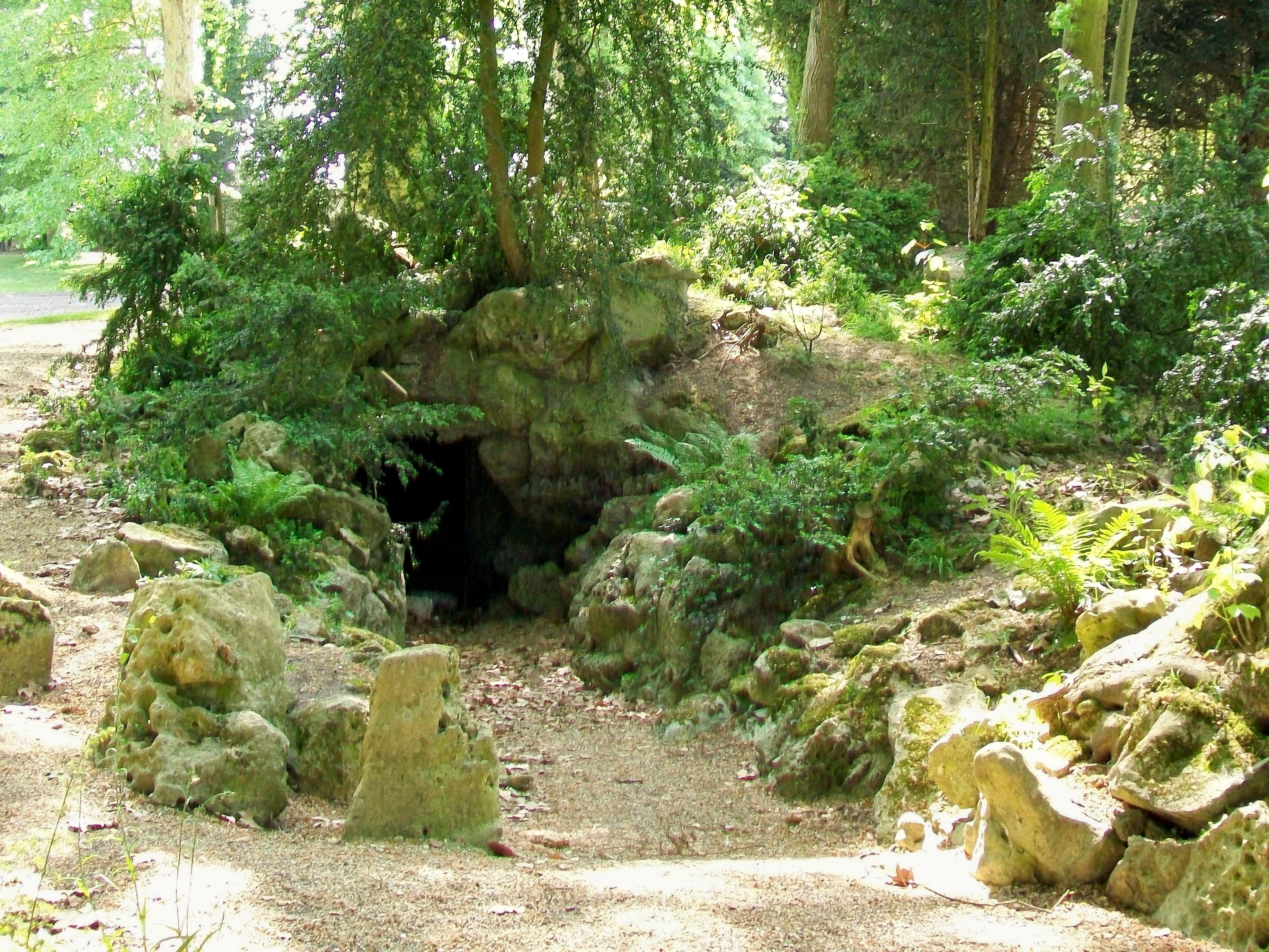File ch teau de chantilly jardin anglais grotte au nord for Jardin anglais chantilly