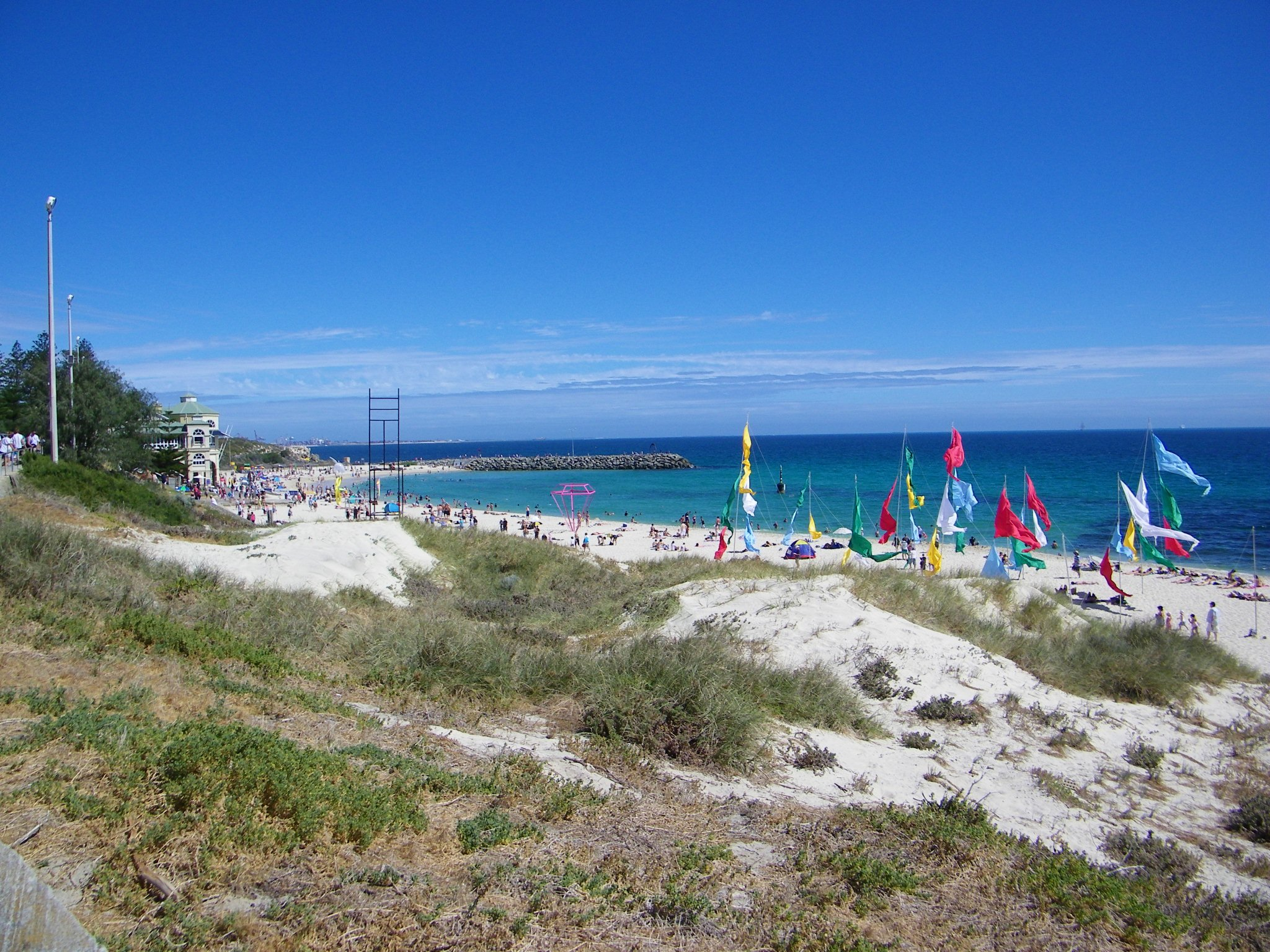 Cottesloe Beach By Michael_Spencer from Perth, WA, Australia (Cottesloe Beach  Uploaded by russavia) [CC-BY-2.0 (https://creativecommons.org/licenses/by/2.0)], via Wikimedia Commons