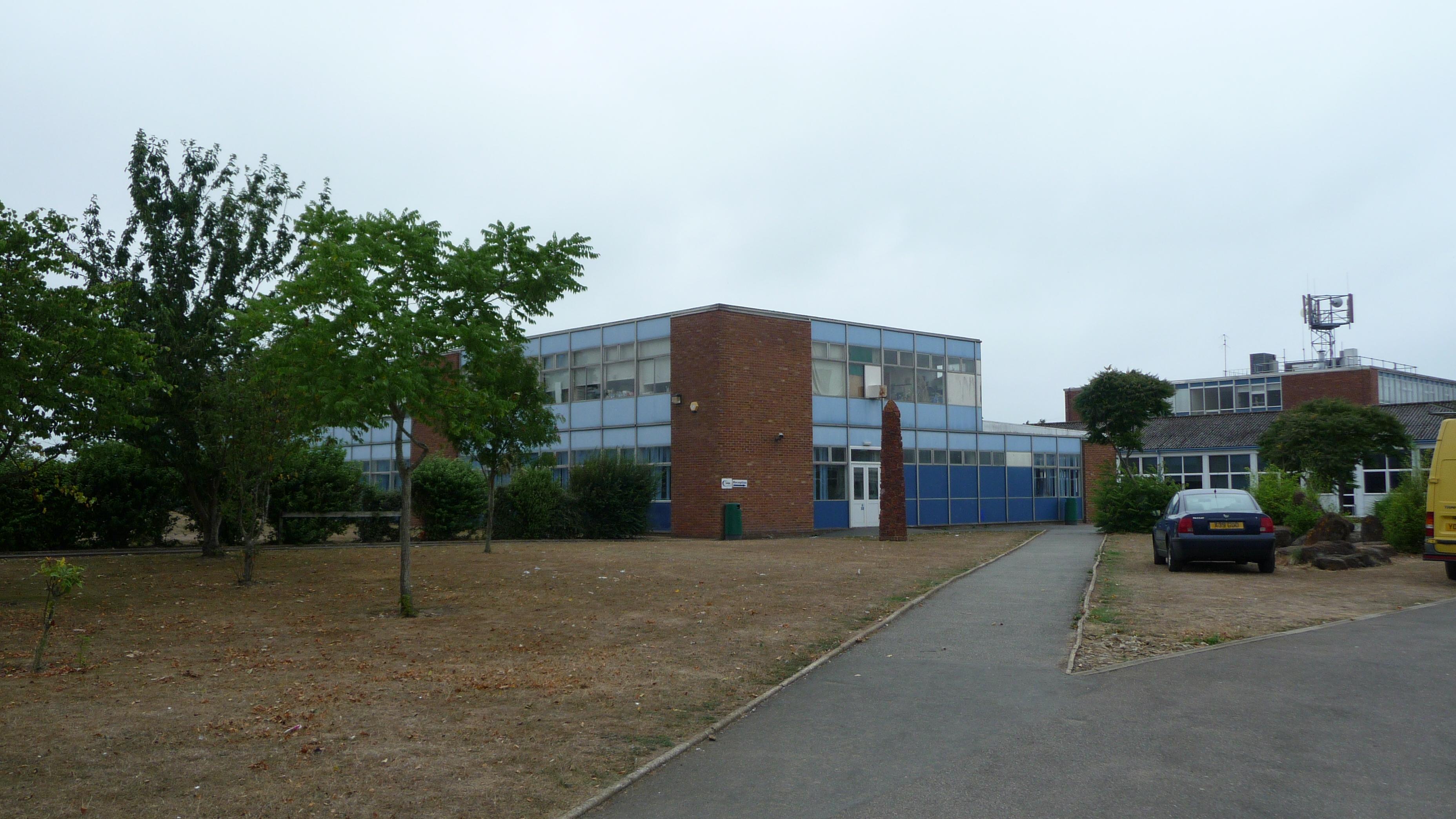 File:cowes High School 3.jpg