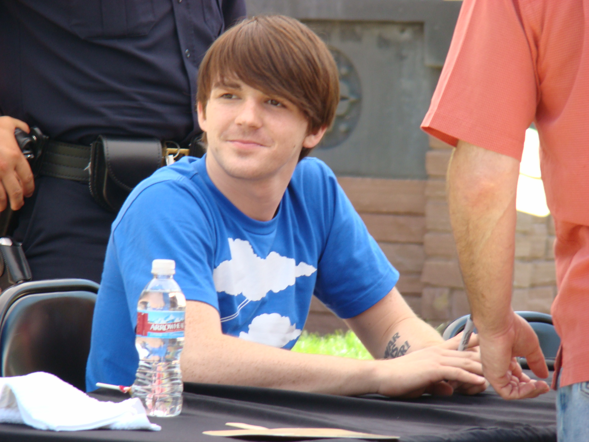 Filedrake bell 2007g wikimedia commons filedrake bell 2007g voltagebd Image collections