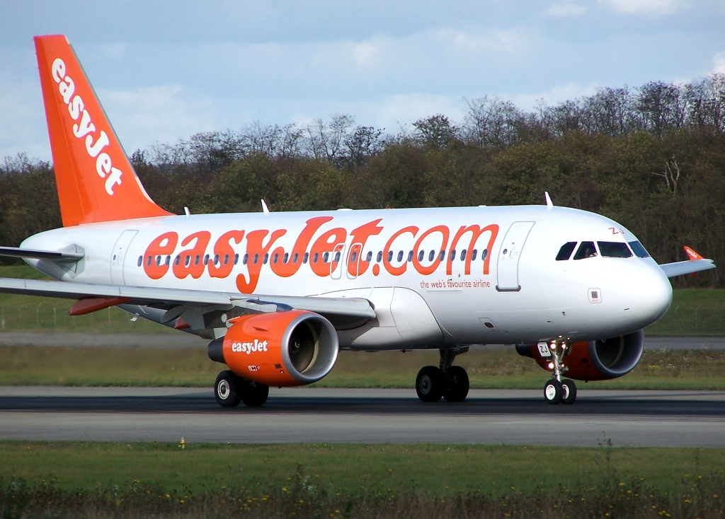 easyjet a319 - photo #4