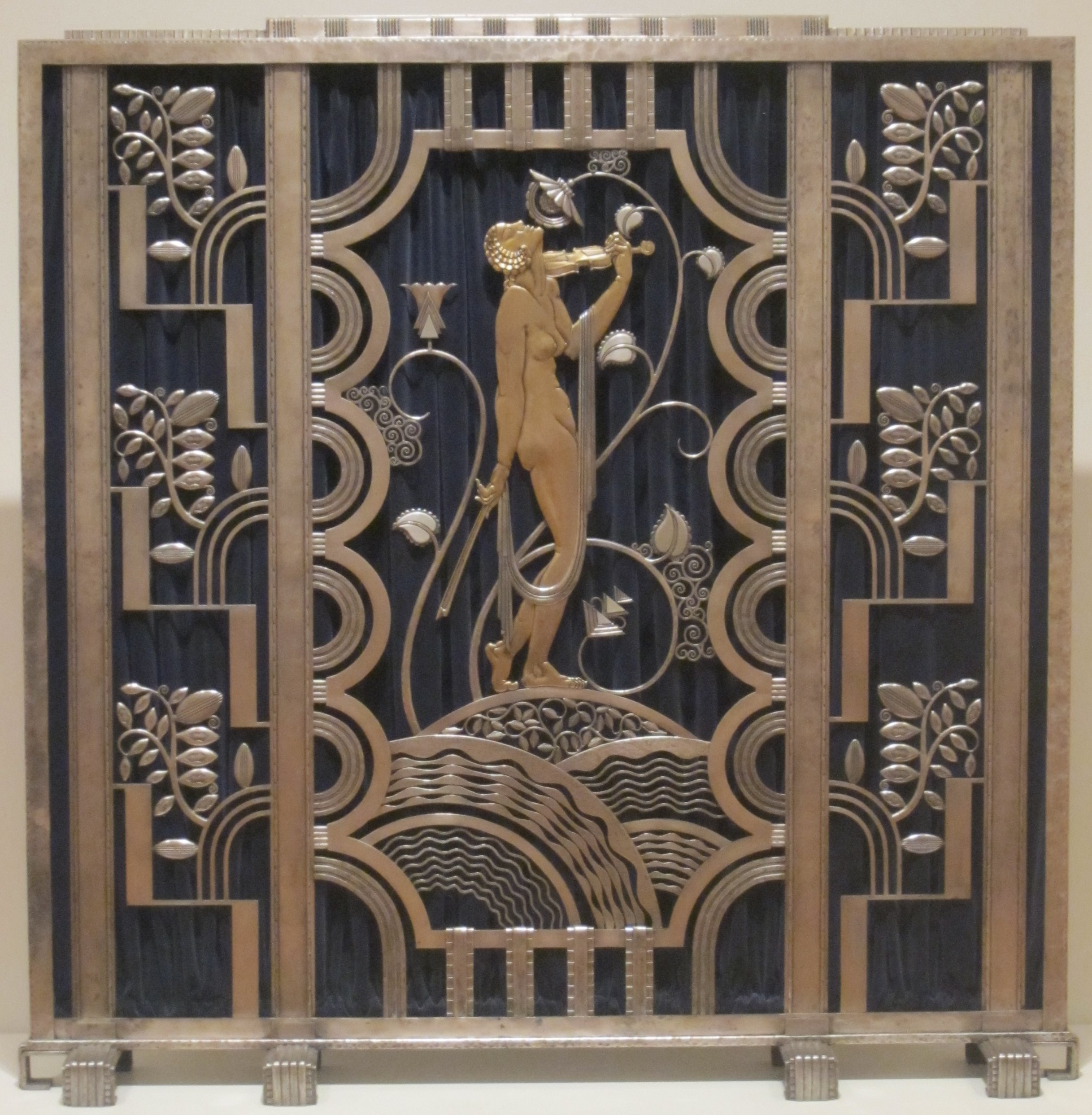 File fire screen made by rose iron works of cleveland for Art deco origin