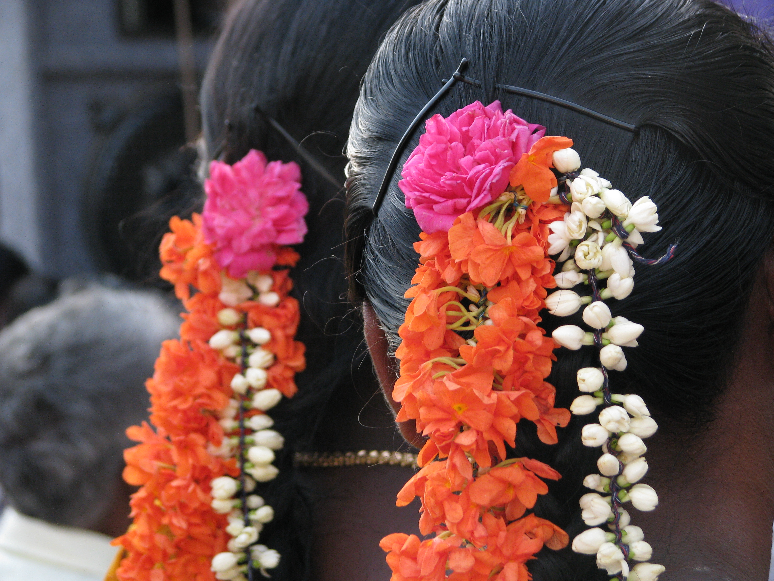 Fileflowers worn in hair tamil nadug wikimedia commons fileflowers worn in hair tamil nadug izmirmasajfo