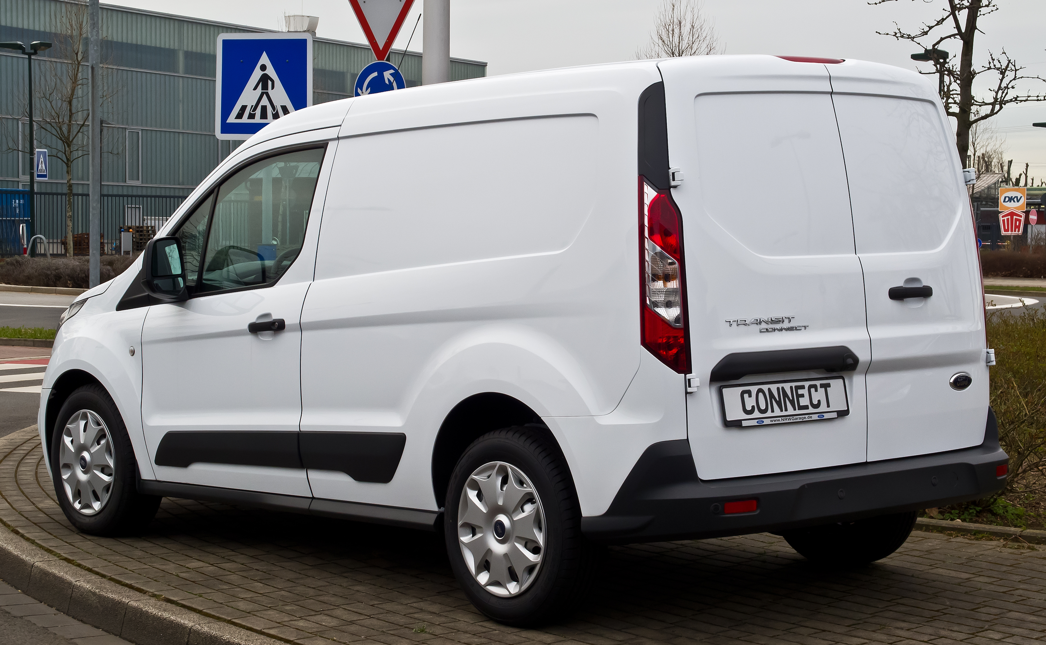 id vehicle inventory used make name xl transit in ford connect model en sydney