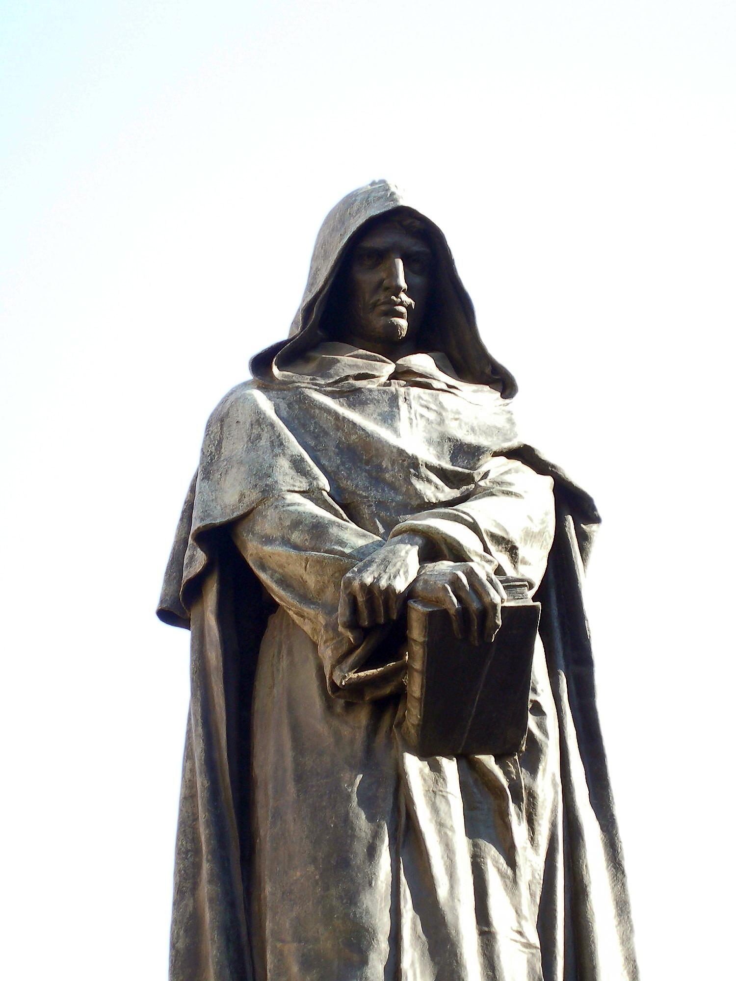 Statue de Giordano Bruno sur la place Campo dei Fiori à Rome.
