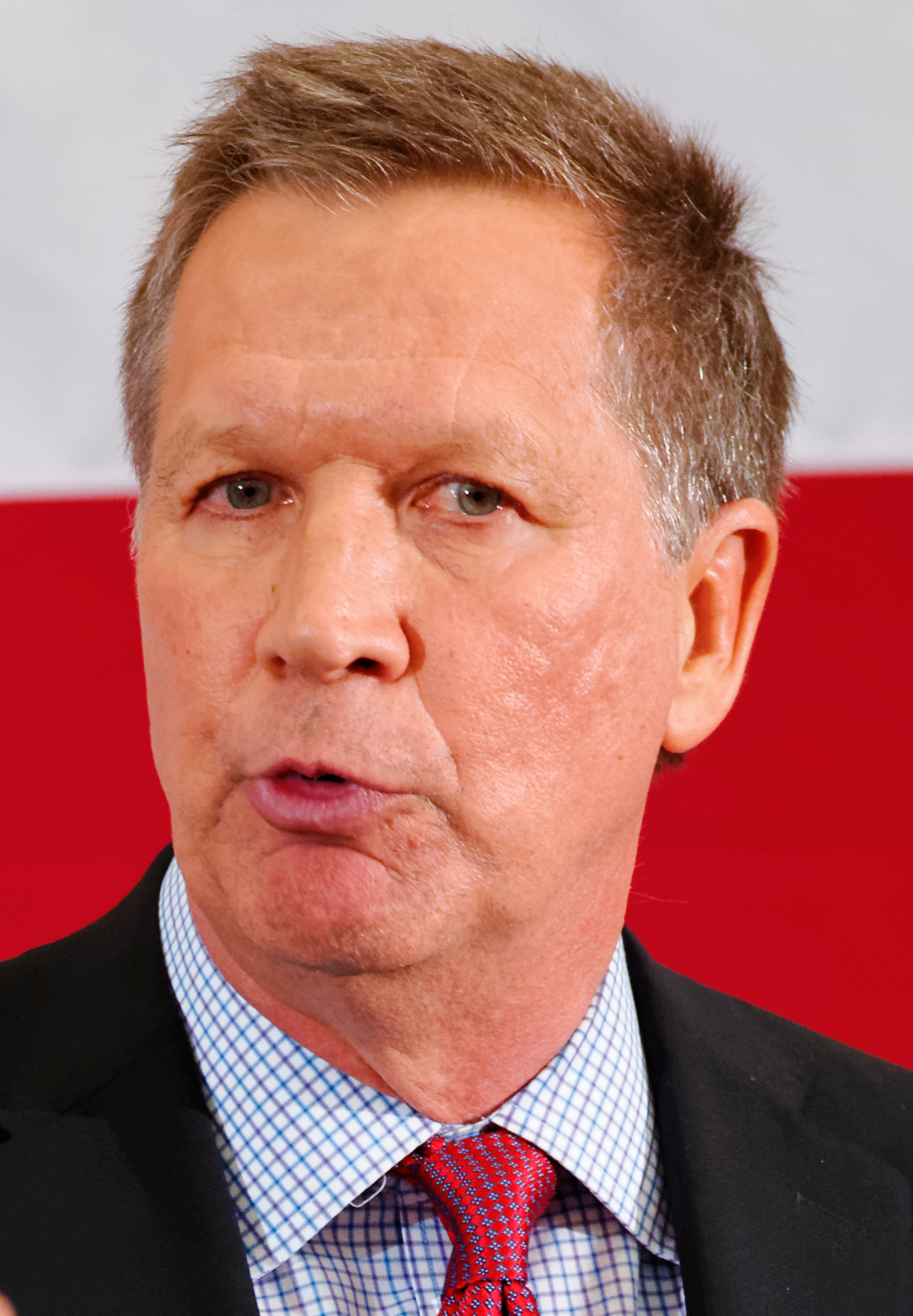 Governor of Ohio John Kasich at FITN in Nashua, NH by Michael Vadon 02 (cropped).jpg