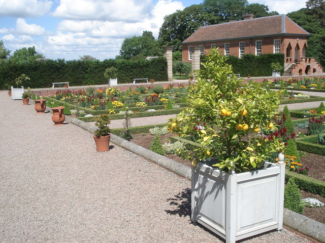Hanbury Hall formal garden - geograph.org.uk - 500246