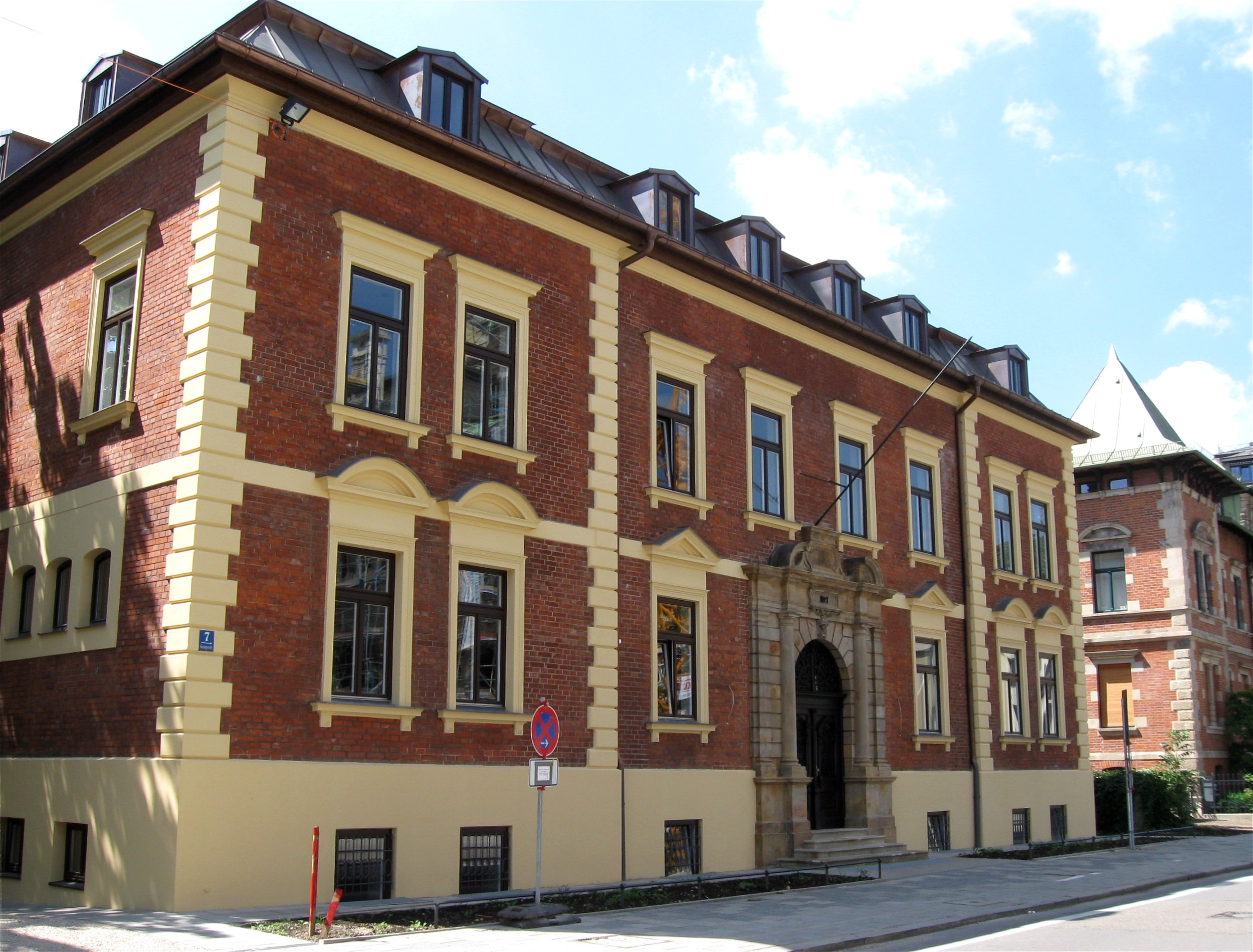 File:Haus Georgenstr. 7 Muenchen-1.jpg - Wikimedia Commons size: 2500 x 1900 post ID: 1 File size: 0 B