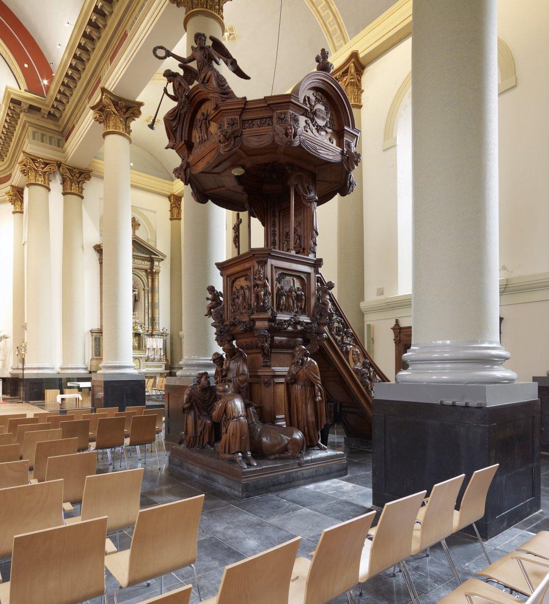 fileinterieur overzicht van de preekstoel gemaakt in1868 door atelier peeters dievoort