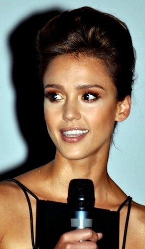 English: Jessica Alba in Paris presenting the ...