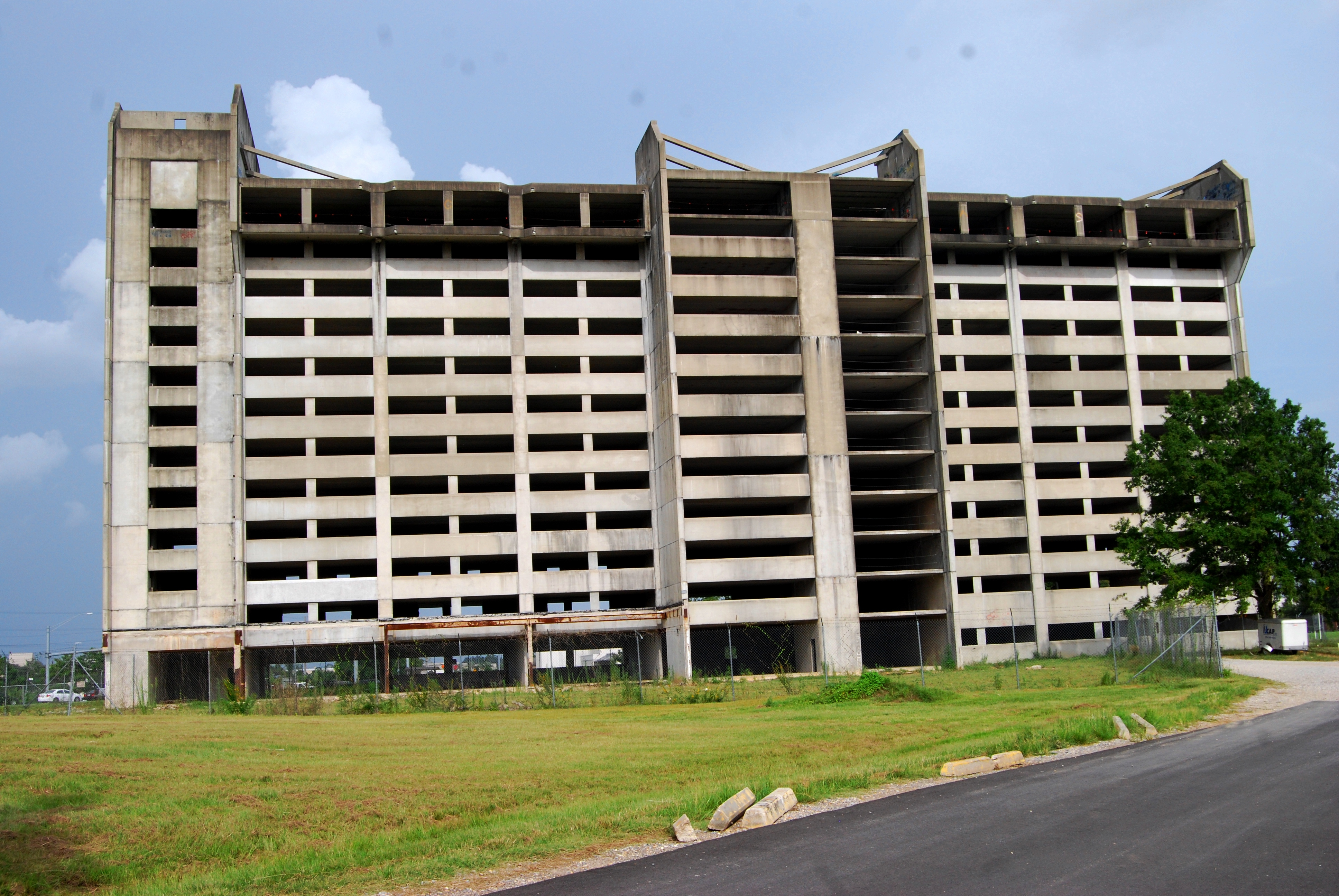 File:Jimmy Swaggart ministry building abandoned, Baton Rouge