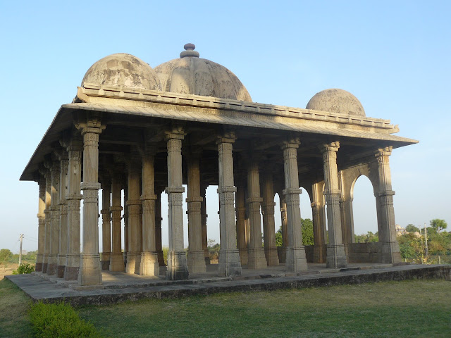 File:Kevada Masjid, Champaner 09.JPG