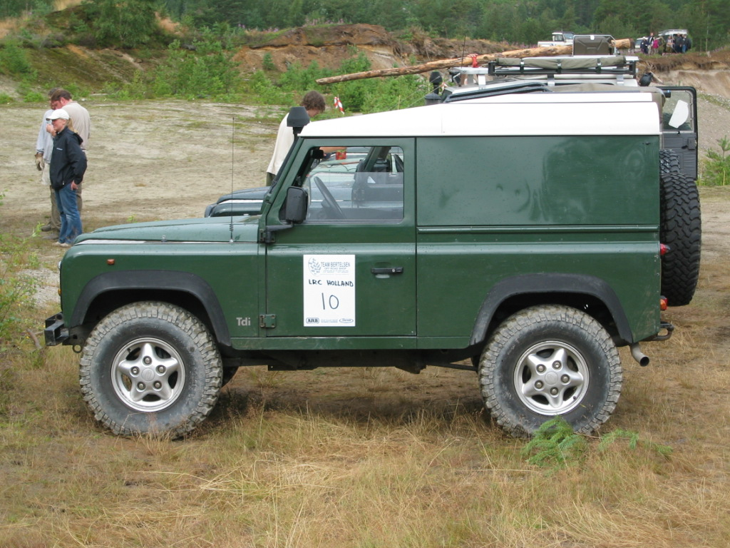 File Land Rover Defender 90 Hardttop Jpg Wikimedia Commons