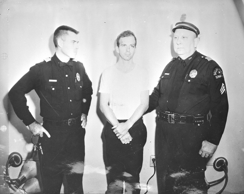 Lee Harvey Oswald anholdt