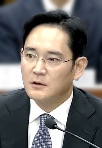 The 50-year old son of father Lee Kun-hee and mother(?) Jay Y. Lee in 2018 photo. Jay Y. Lee earned a  million dollar salary - leaving the net worth at 5200 million in 2018