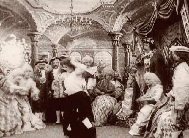 [IMG]http://upload.wikimedia.org/wikipedia/commons/d/de/M%C3%A9li%C3%A8s%2C_Cinderella_%28Star_Film_219-224%2C_1899%29.jpg[/IMG]