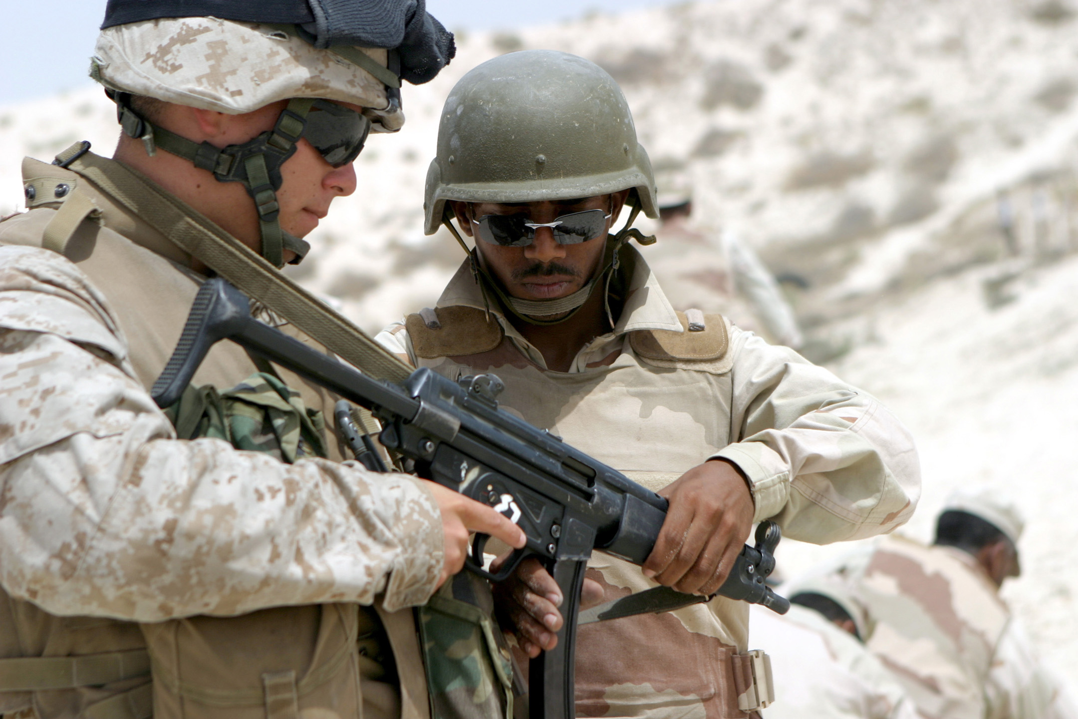 File:MP5-USMC-2Men.jpg - Wikimedia Commons