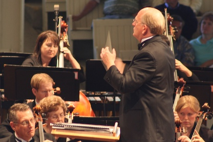 English: Mack Wilberg conducting