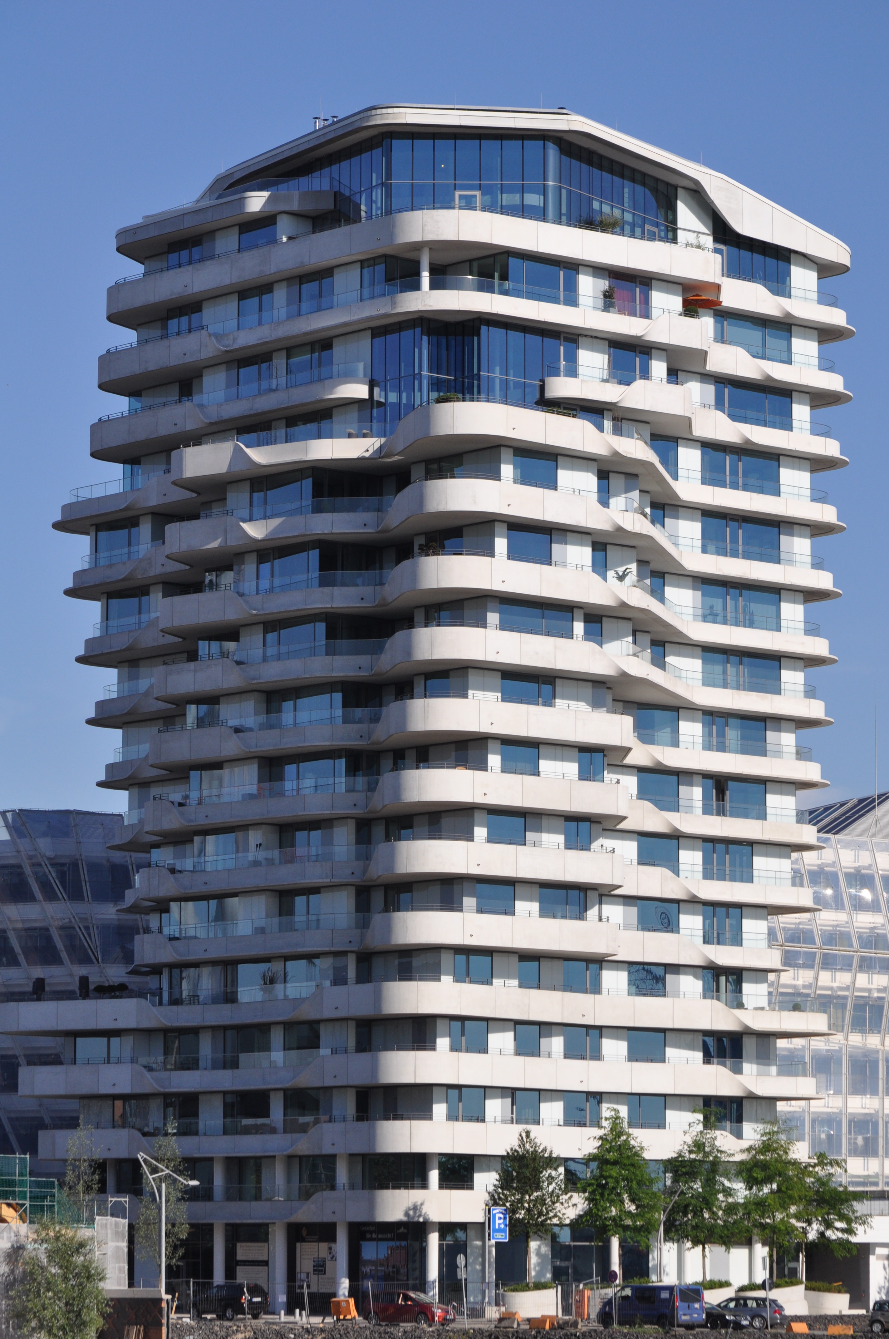 File:Marco-Polo-Tower (Hamburg-HafenCity).ajb.jpg - Wikimedia Commons