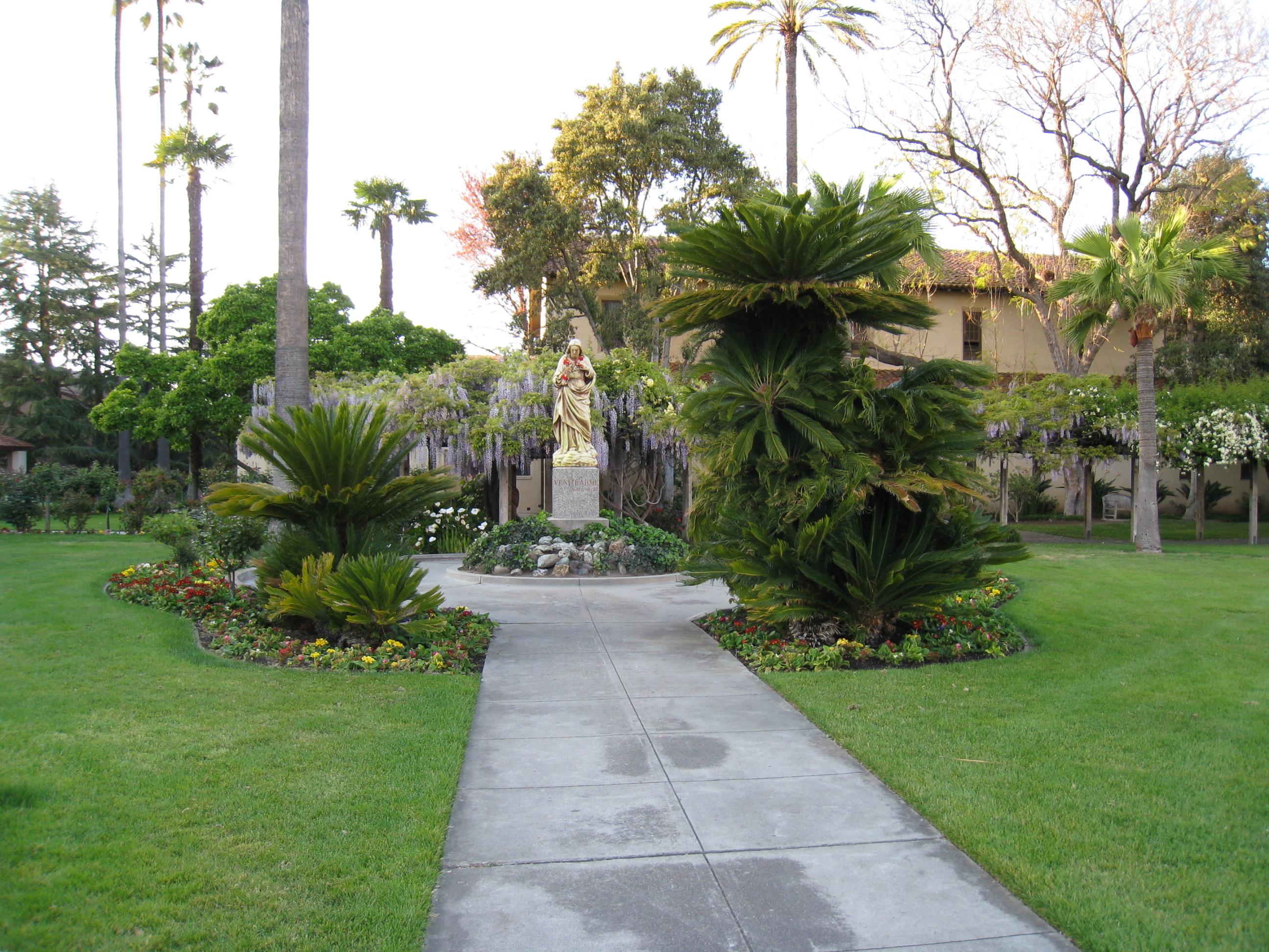 File:Mission Santa Clara Gardens 1