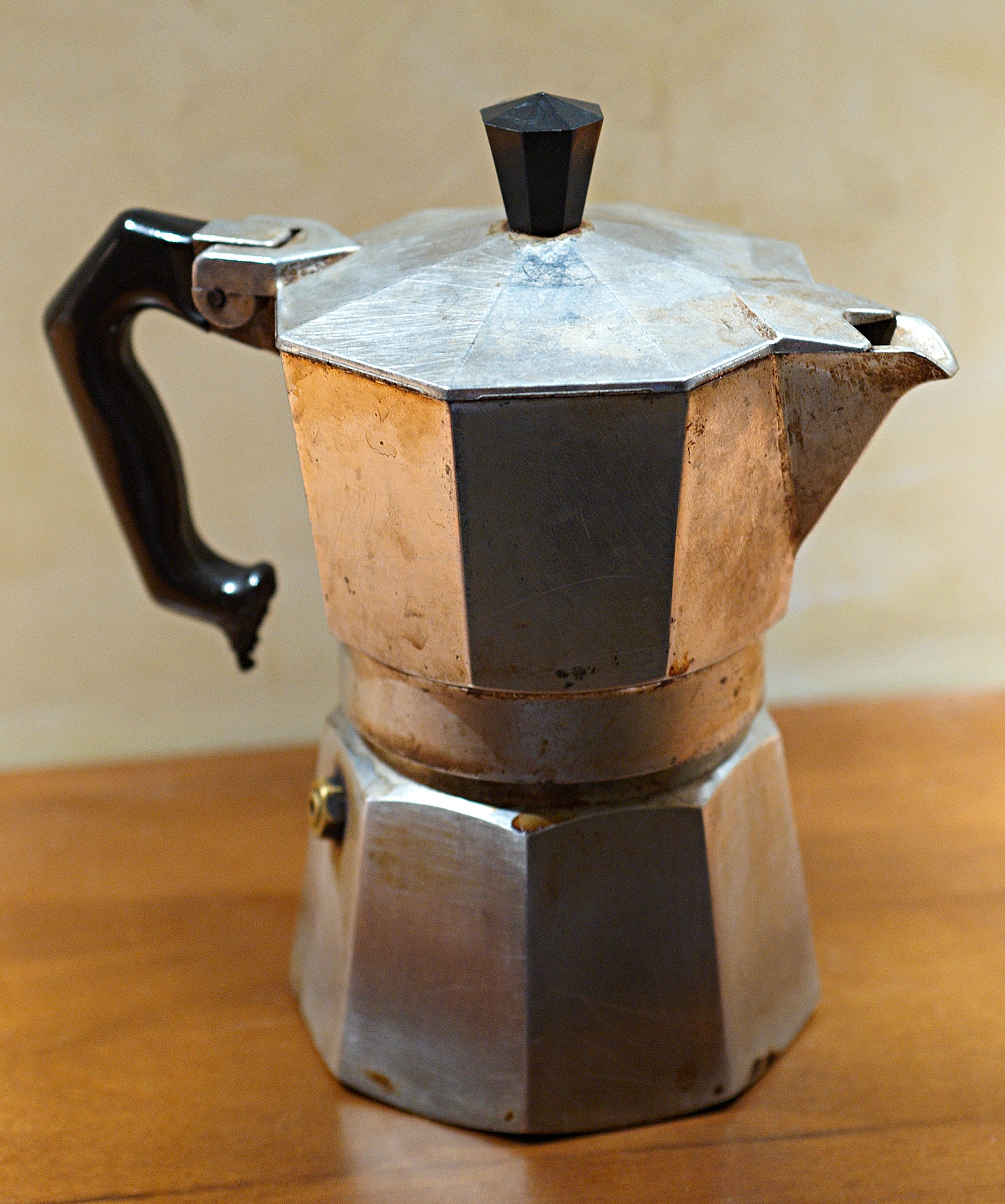 Old School Spanish Coffee Maker : File:Moka2.jpg - Wikimedia Commons