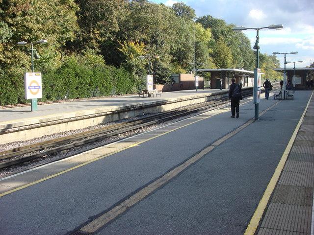Moor Park tube station, platforms - geograph.org.uk - 1010563
