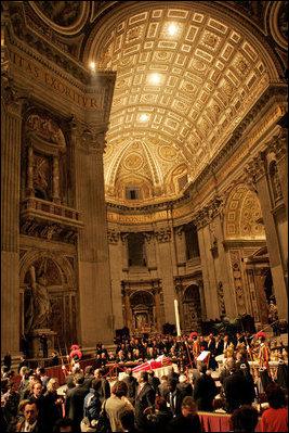 Funeral de João Paulo II na Basílica de São Pedro.