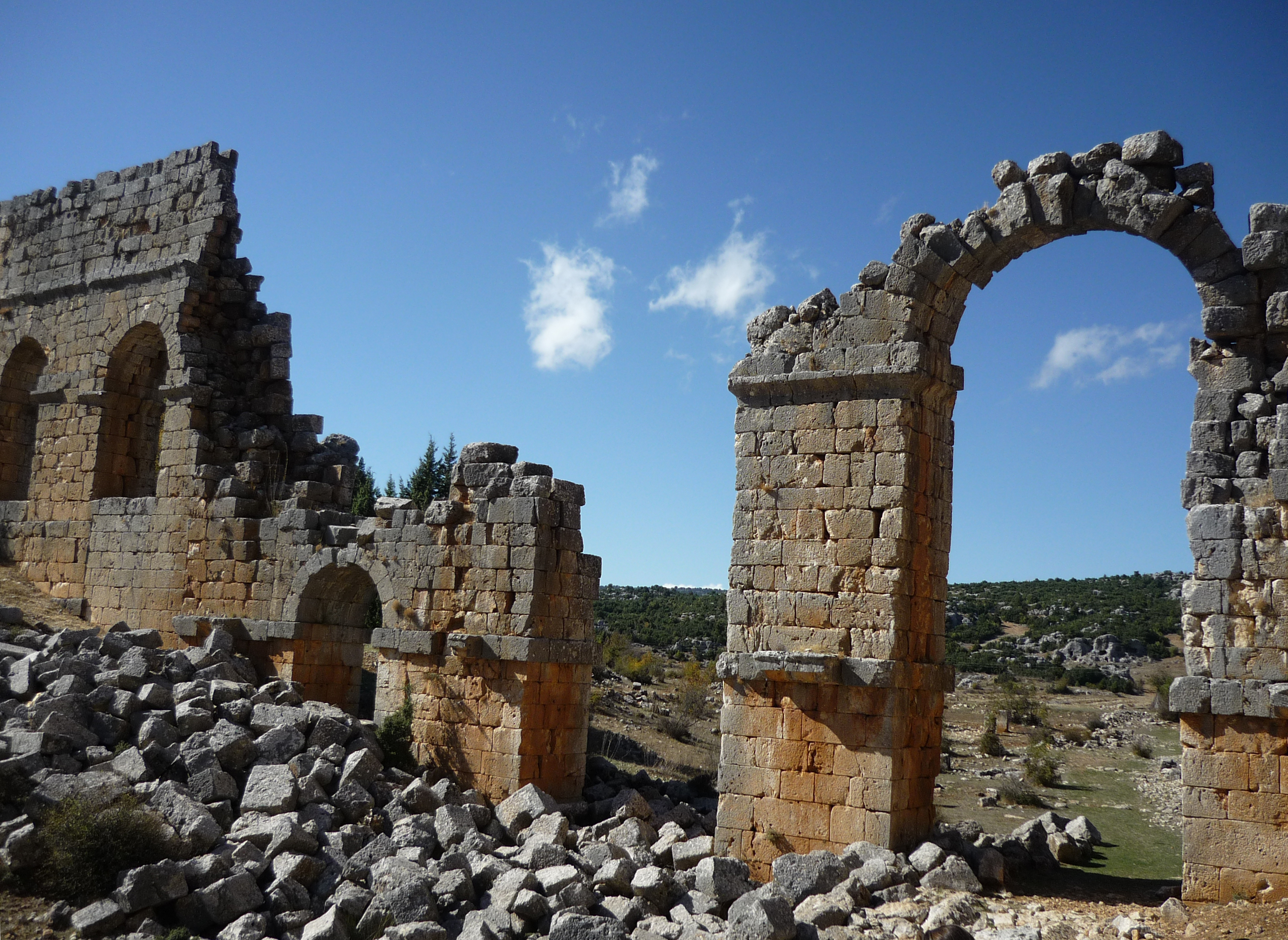 File:Olba ancient city Roman aqueduct.JPG